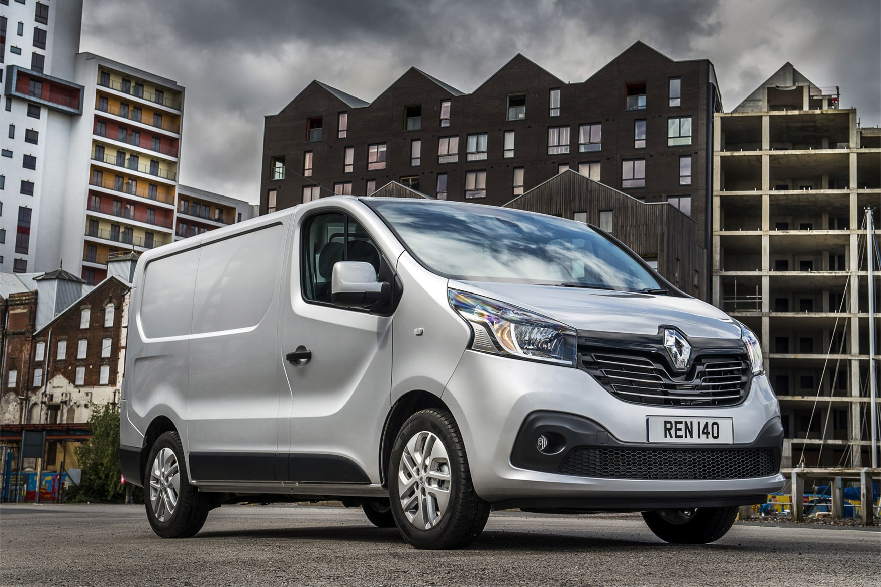 Renault Trafic review - 2014, front view, silver