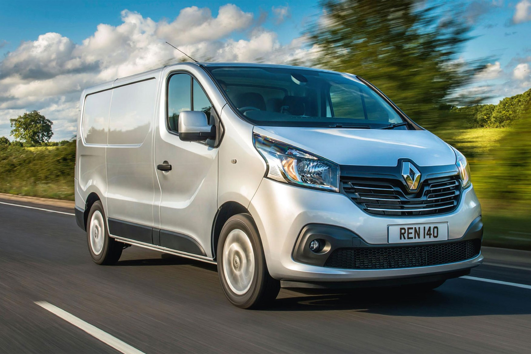 Renault Trafic review - 2014, front view, driving, silver
