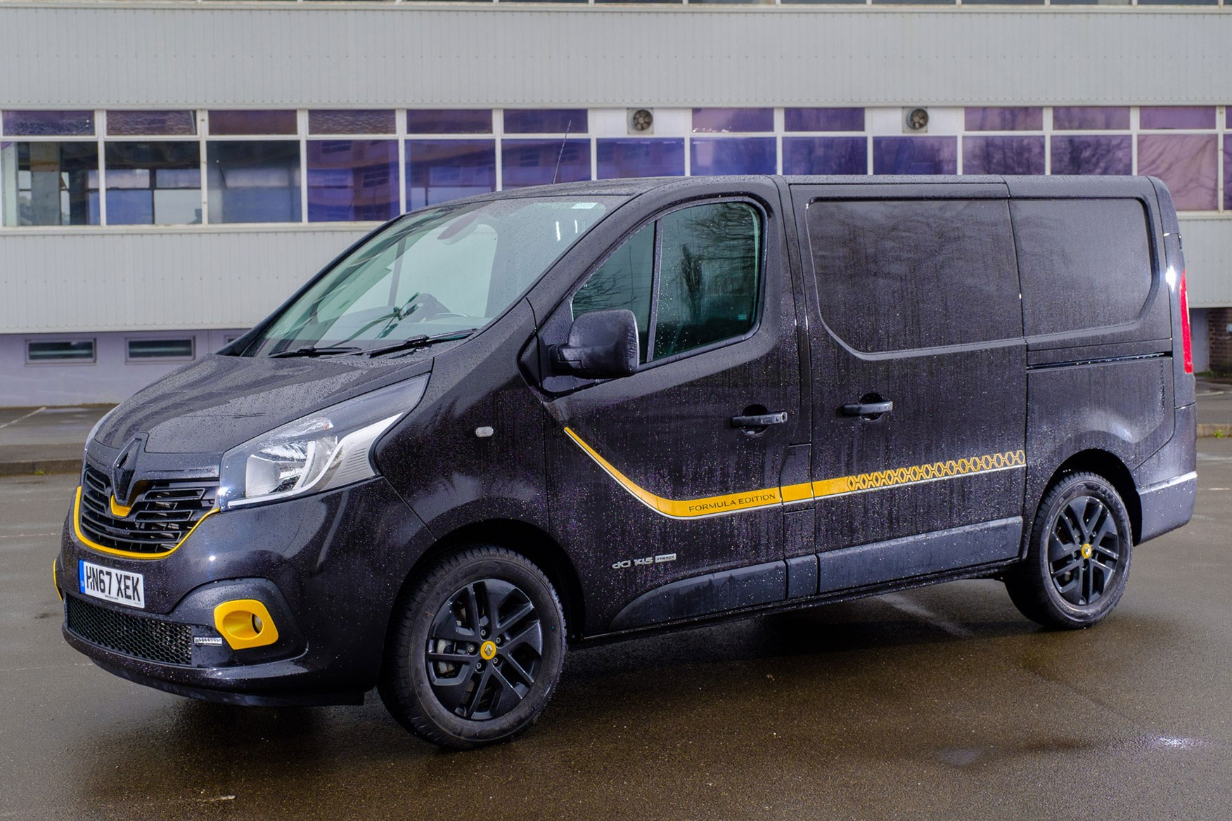Renault Trafic Review 2021 Parkers