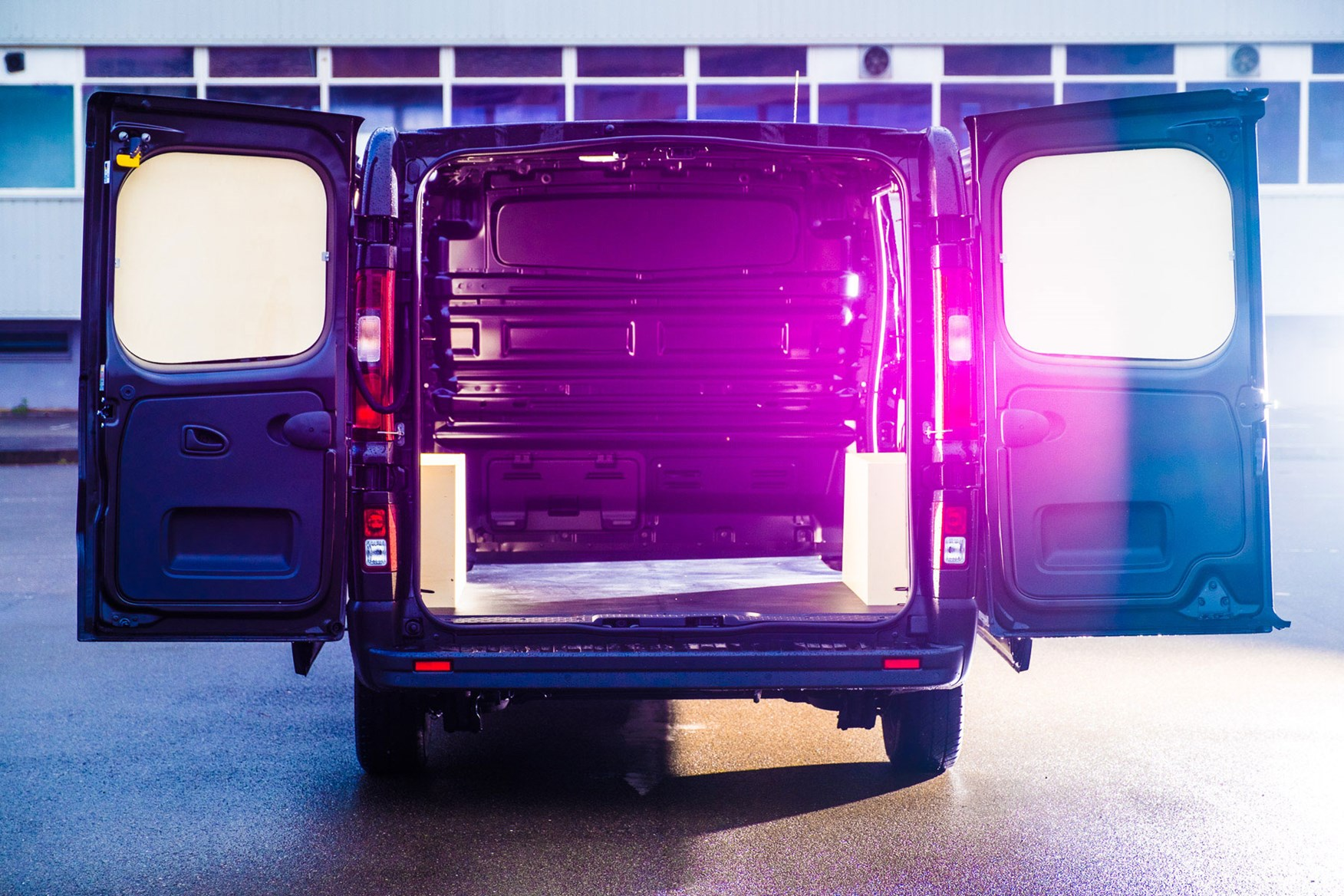 Renault Trafic Formula Edition review - load area with lens flare
