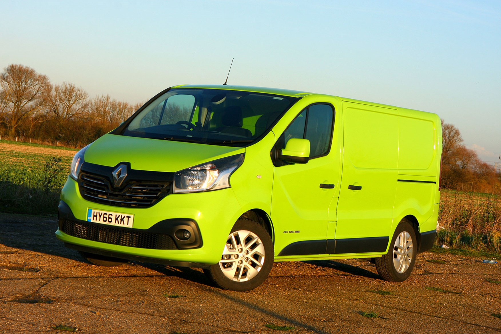 Renault Trafic Sport Euro 6 review - front view, green