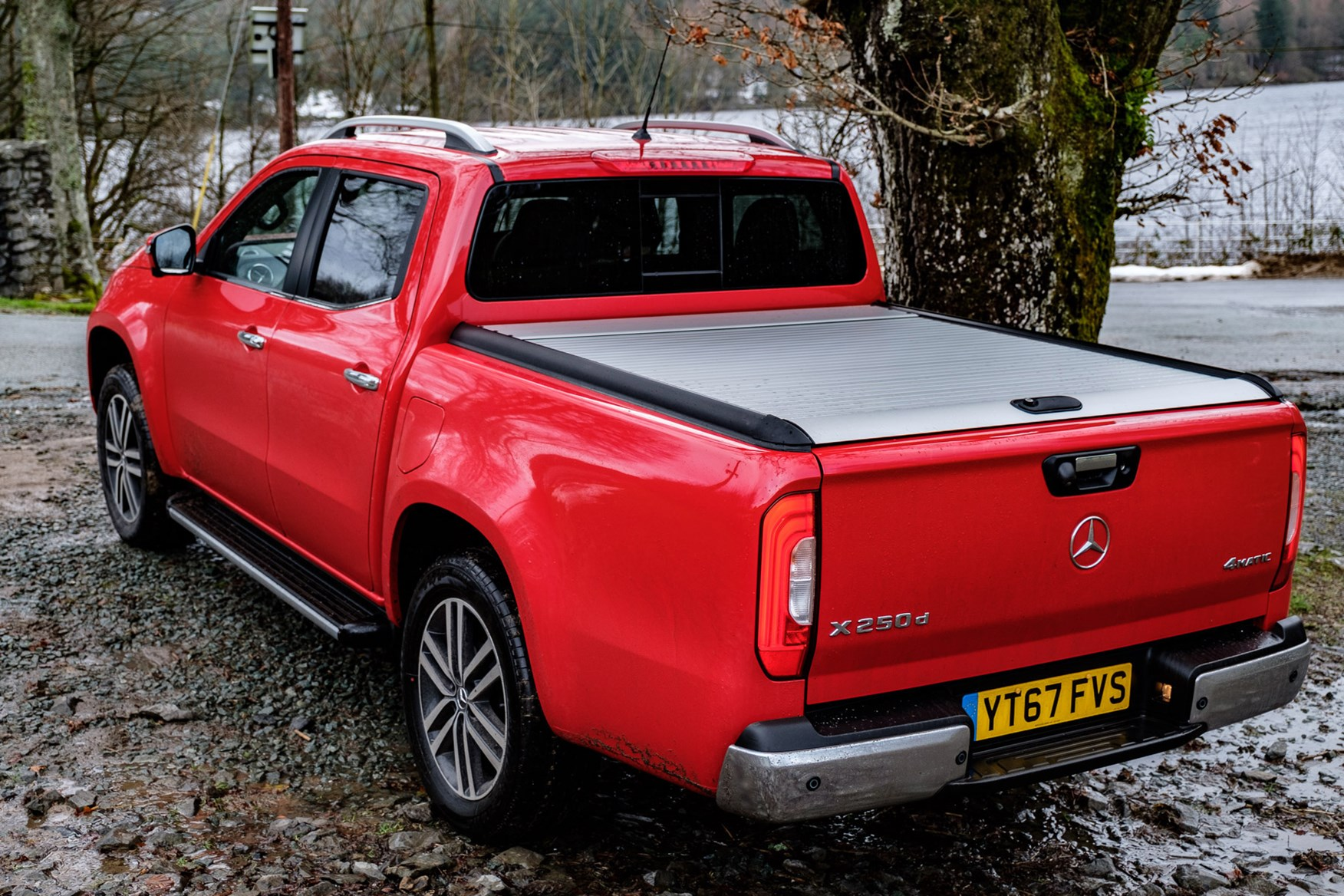 Mercedes-Benz X-Class full review on Parkers Vans - load area cover