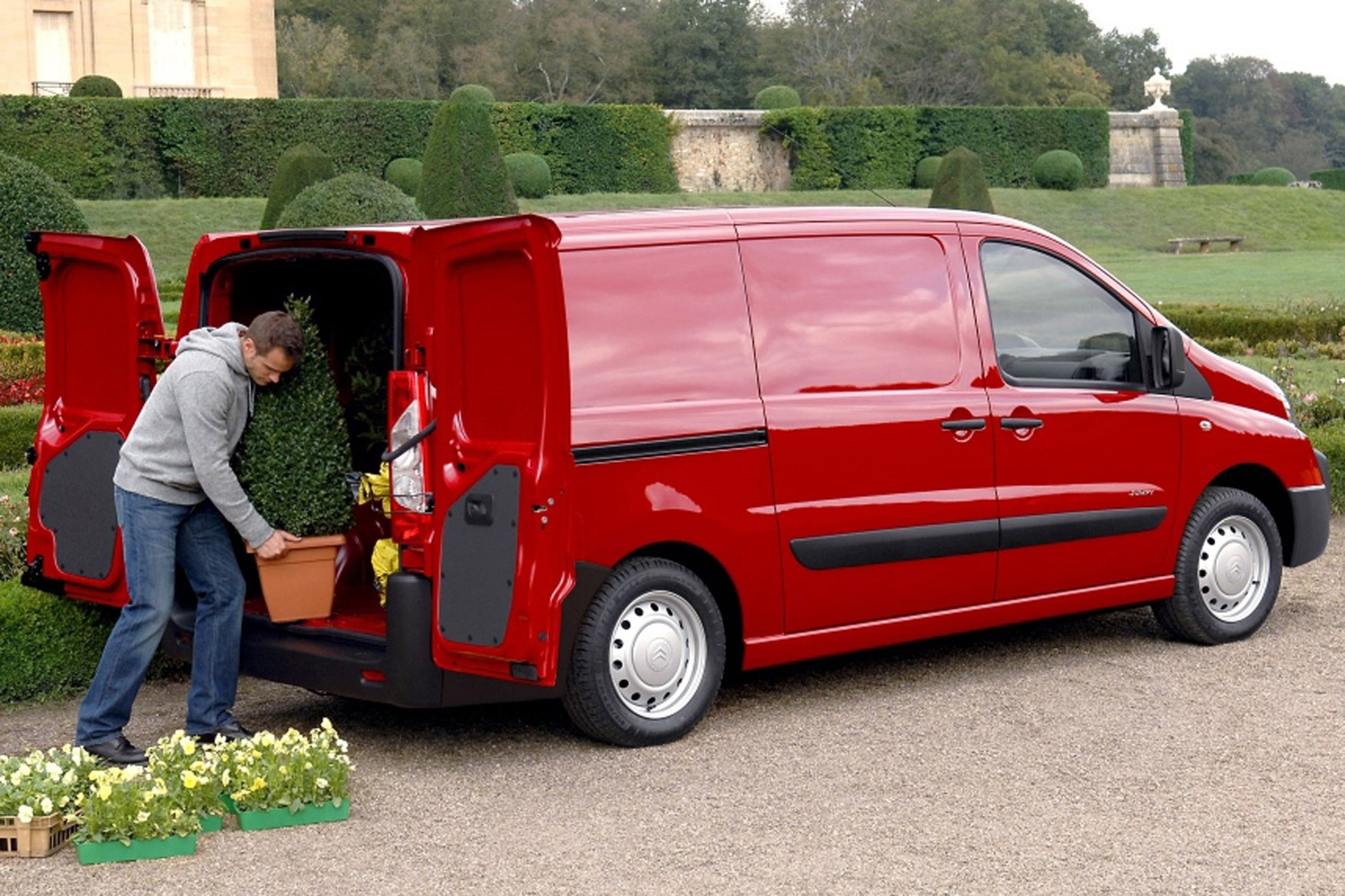 Citroen Dispatch full review on Parkers Vans - load area dimensions