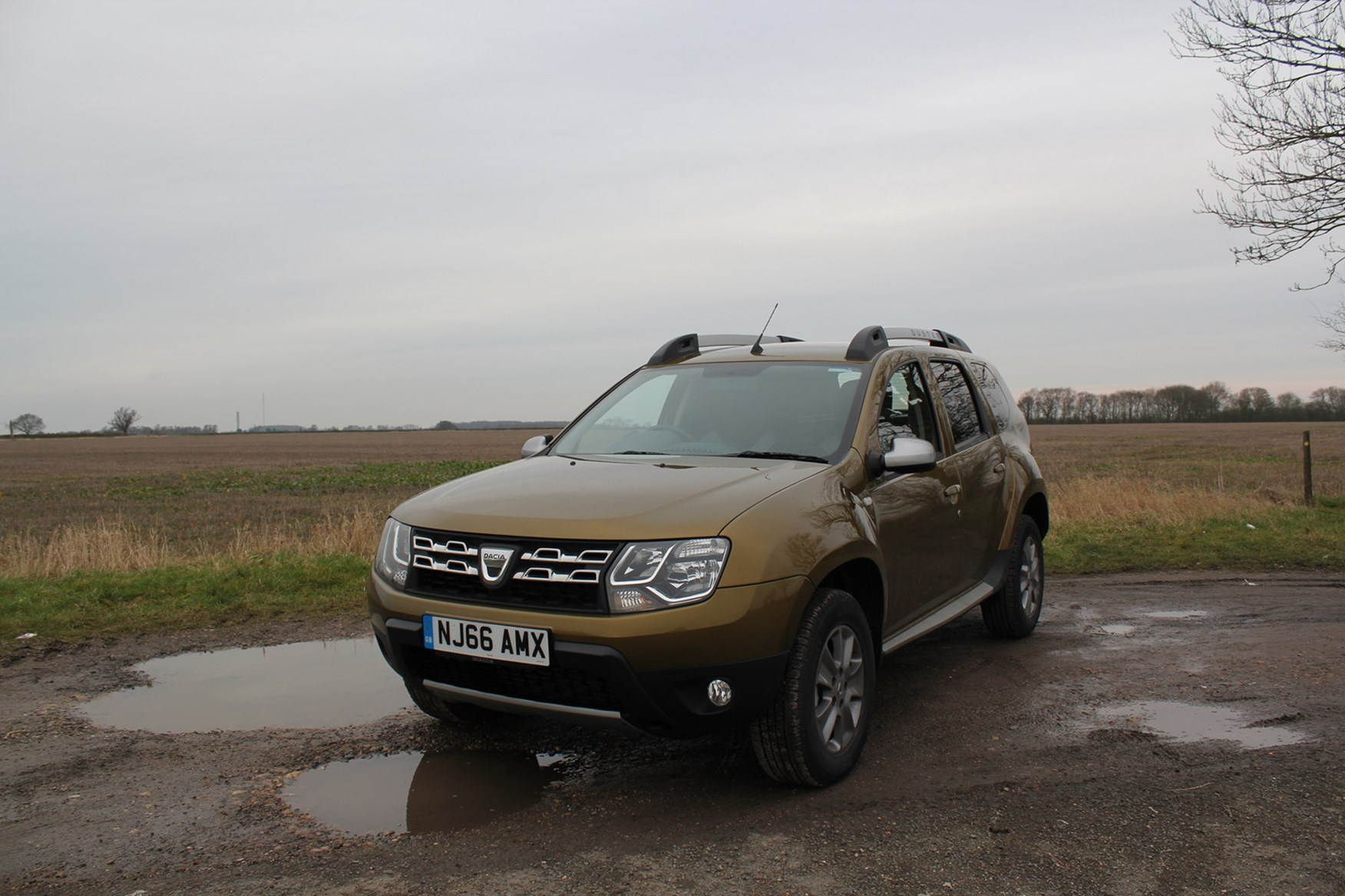 Dacia Duster full review on Parkers Vans - front