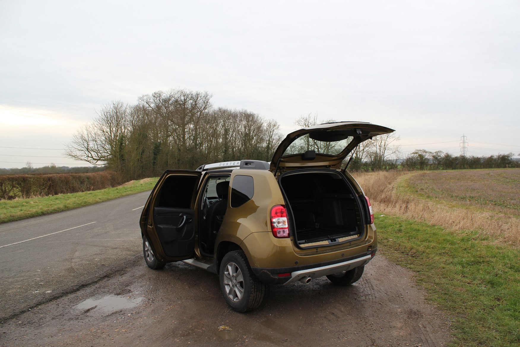 Dacia Duster full review on Parkers Vans - load area