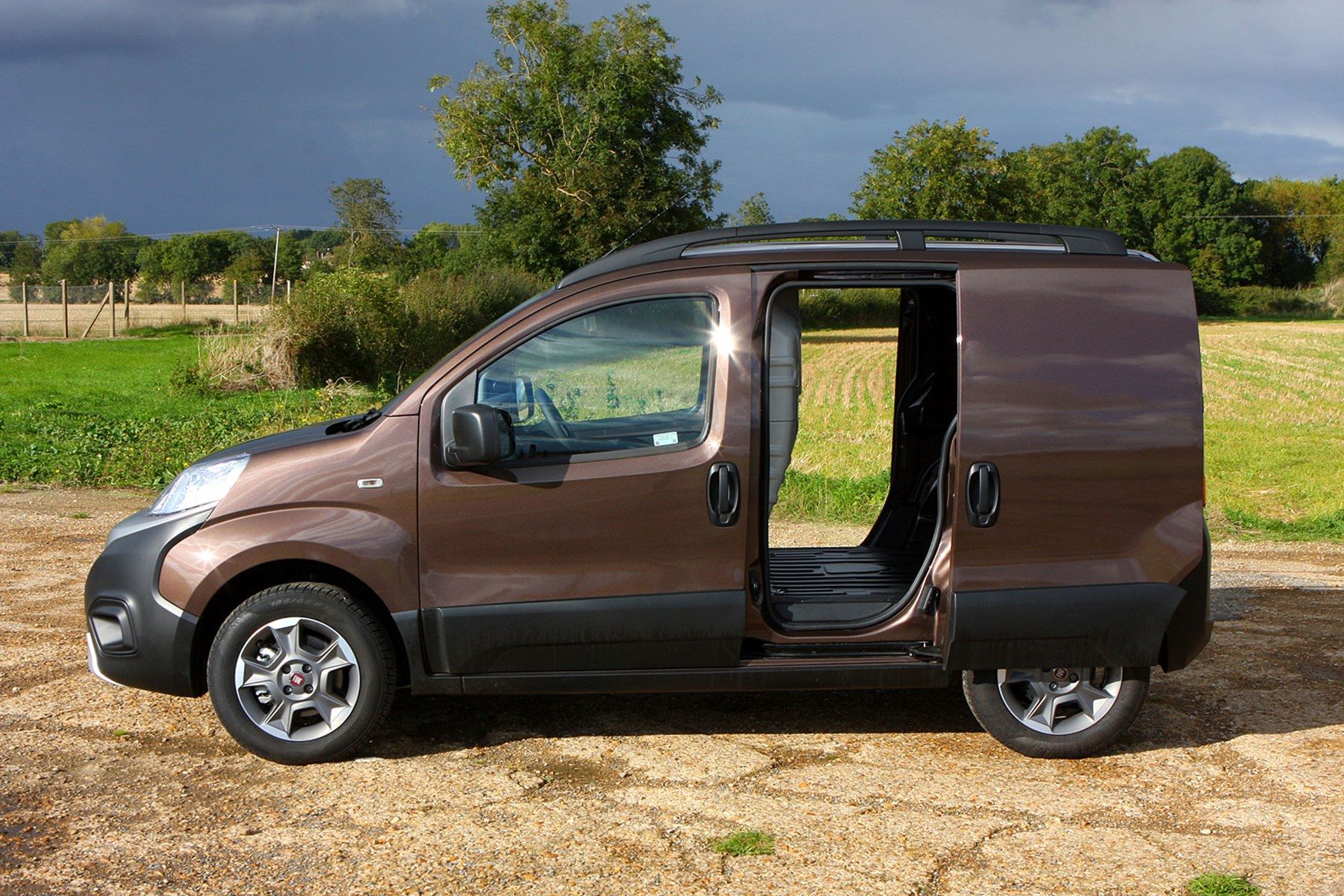 Fiat Fiorino review - side view, brown, sliding doors open