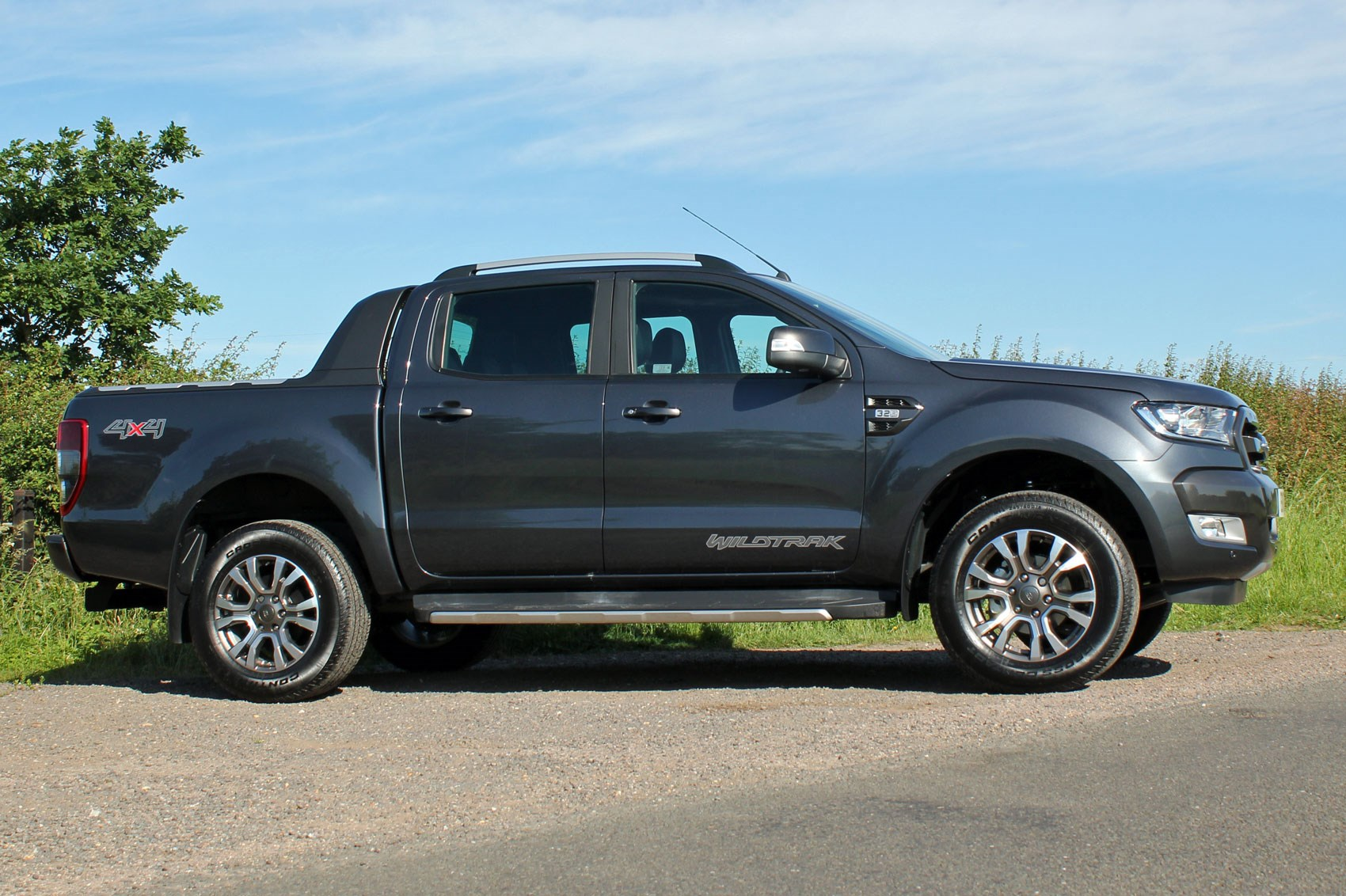 Ford Ranger Wildtrak Euro 6 review - dark grey, side view