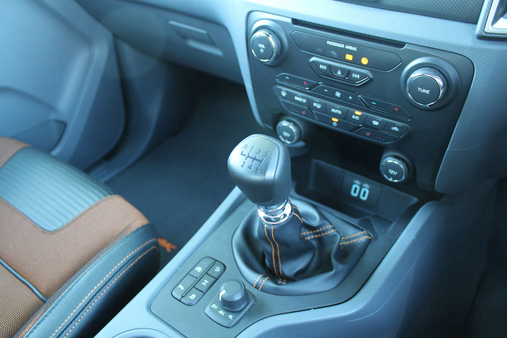 Ford Ranger Wildtrak Euro 6 review - gearlever
