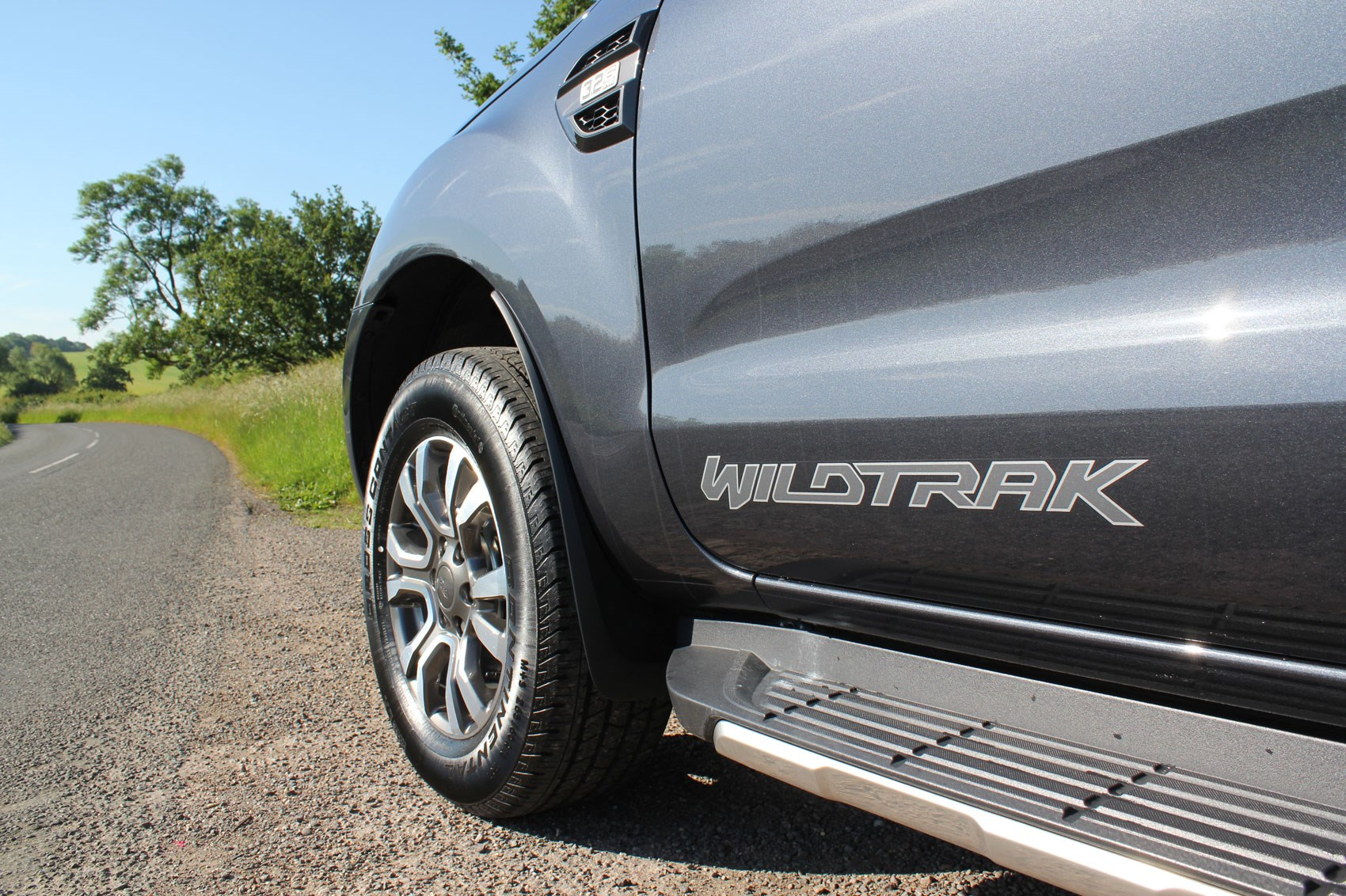 Ford Ranger Wildtrak Euro 6 review - dark grey, side graphics