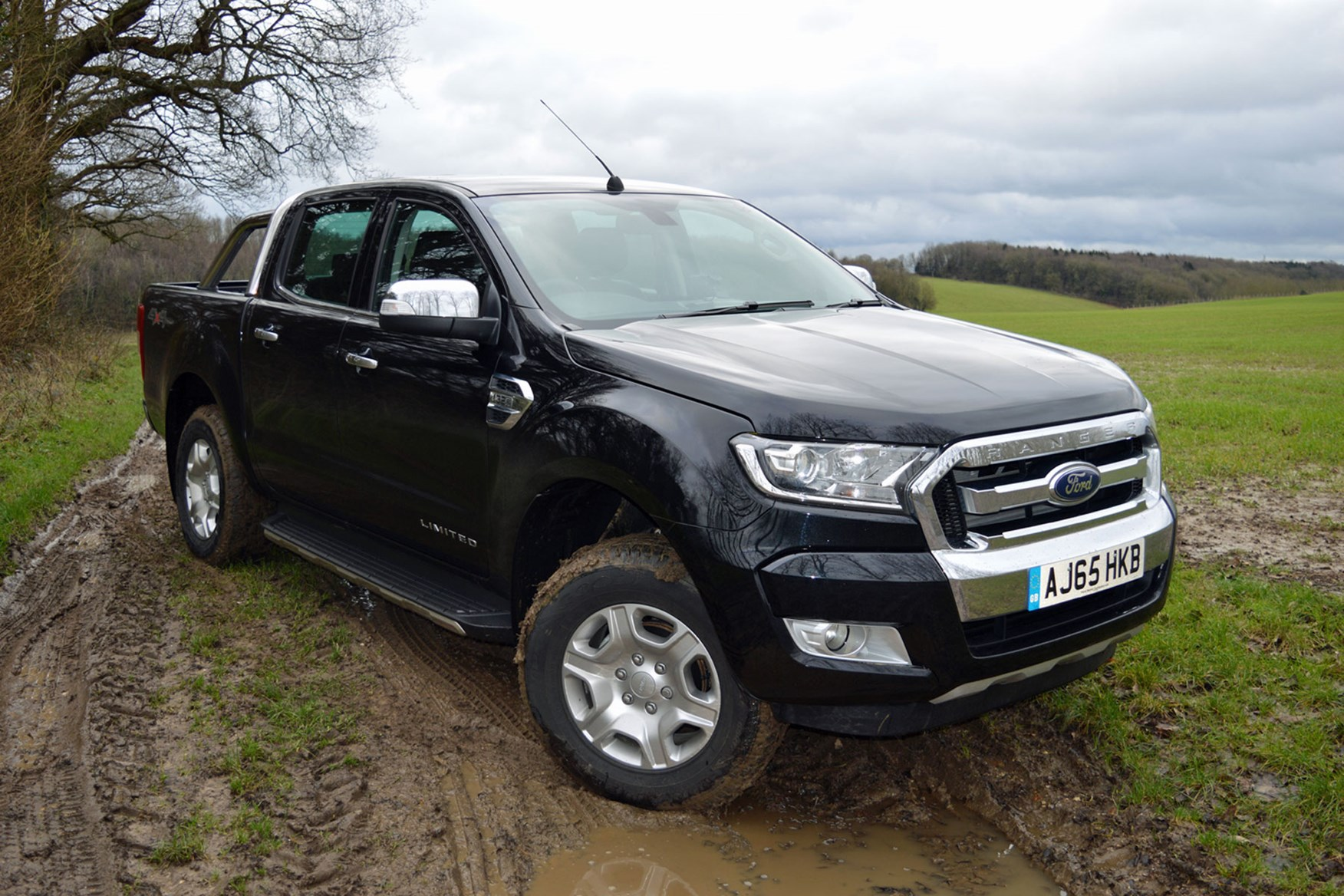 Ford Ranger Limited 3.2 Euro 5 review - front view, black, on mud