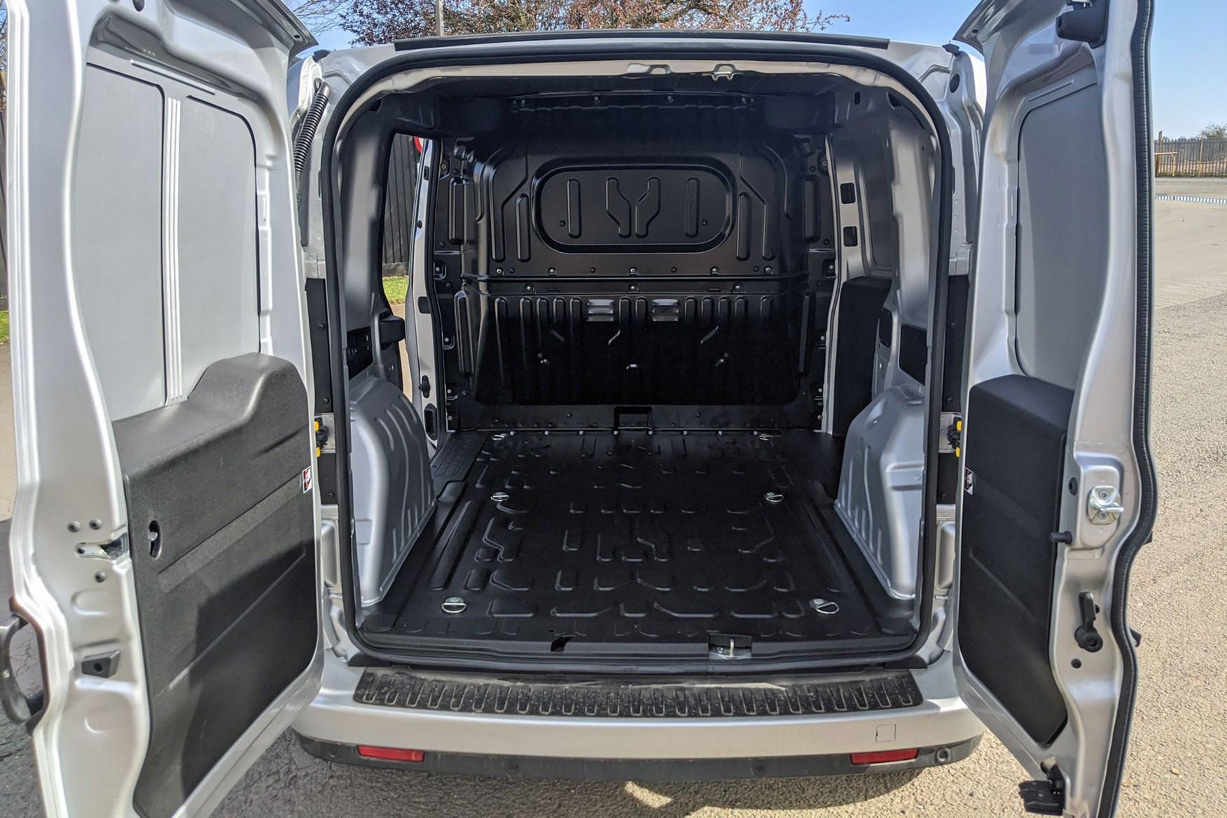 Fiat Doblo Cargo load area, payload
