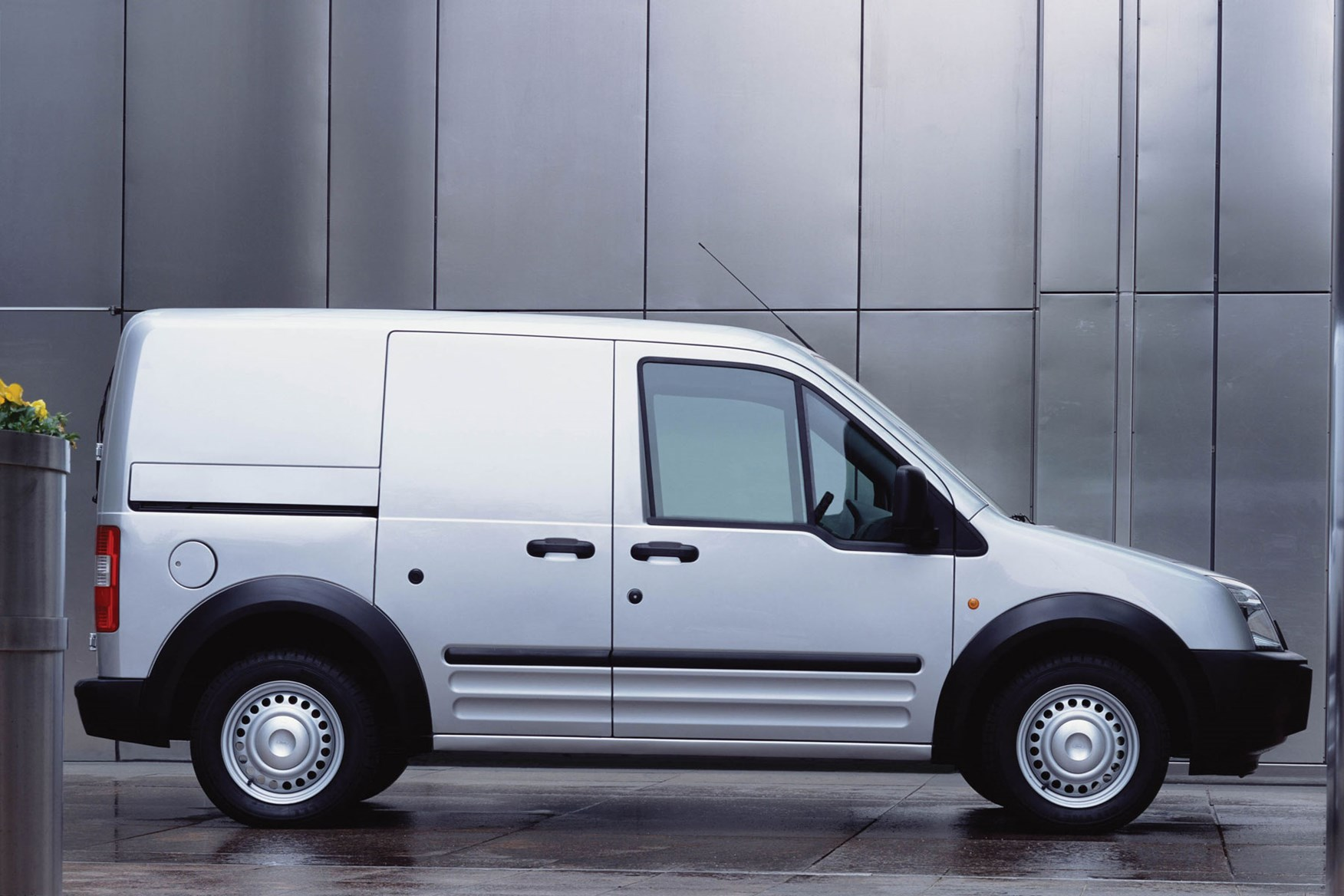 Ford Transit Connect (2002-2013) side view