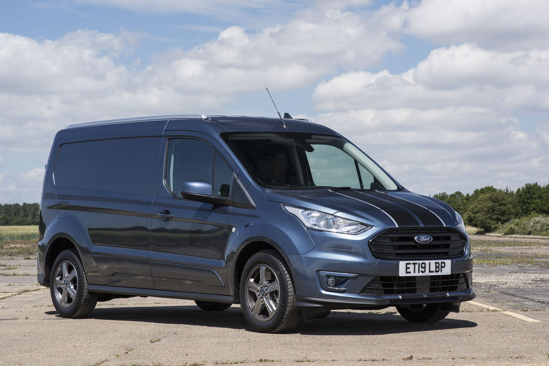 Ford Transit Connect review - 2018 facelift, L2 long-wheelbase, front view, Sport van, Chrome Blue