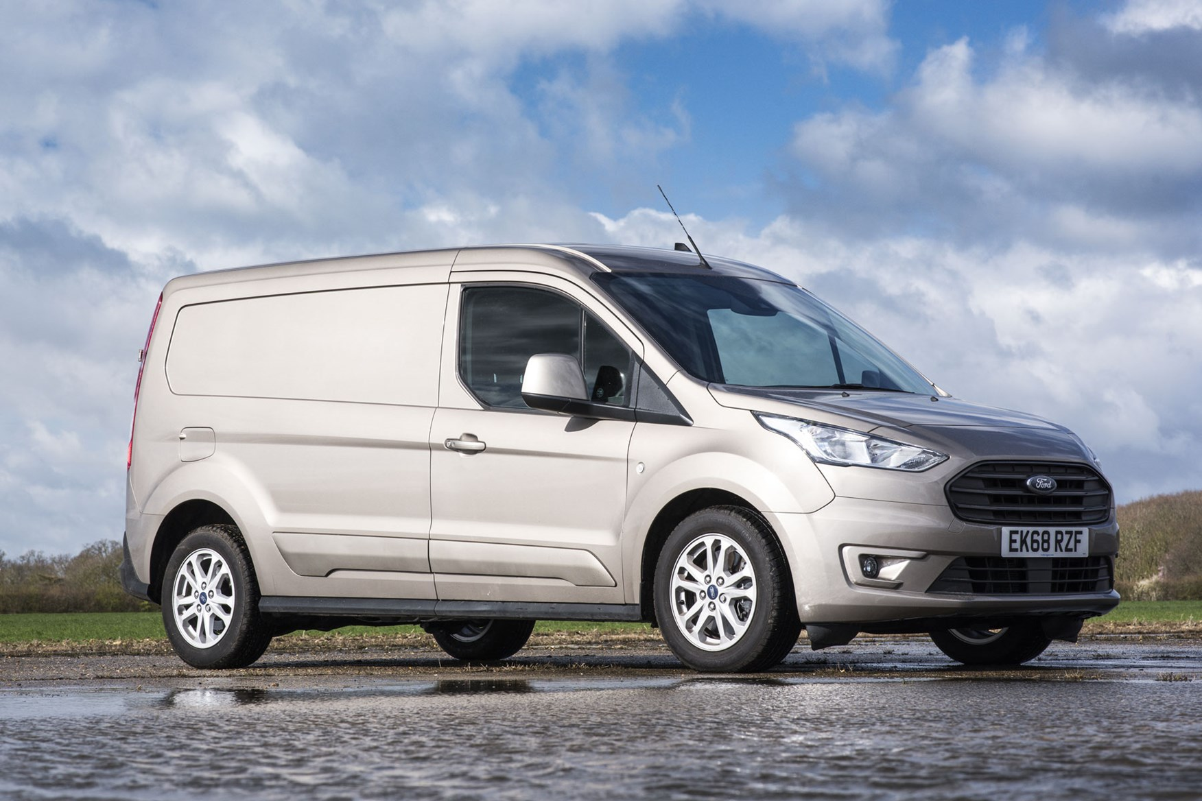 Ford Transit Connect review - 2018 facelift, L2 long-wheelbase, front view, gold