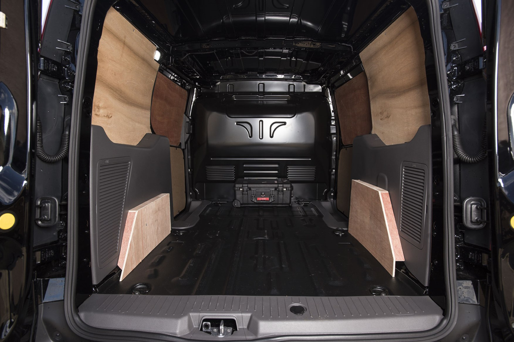 Ford Transit Connect automatic review - load area, 2019