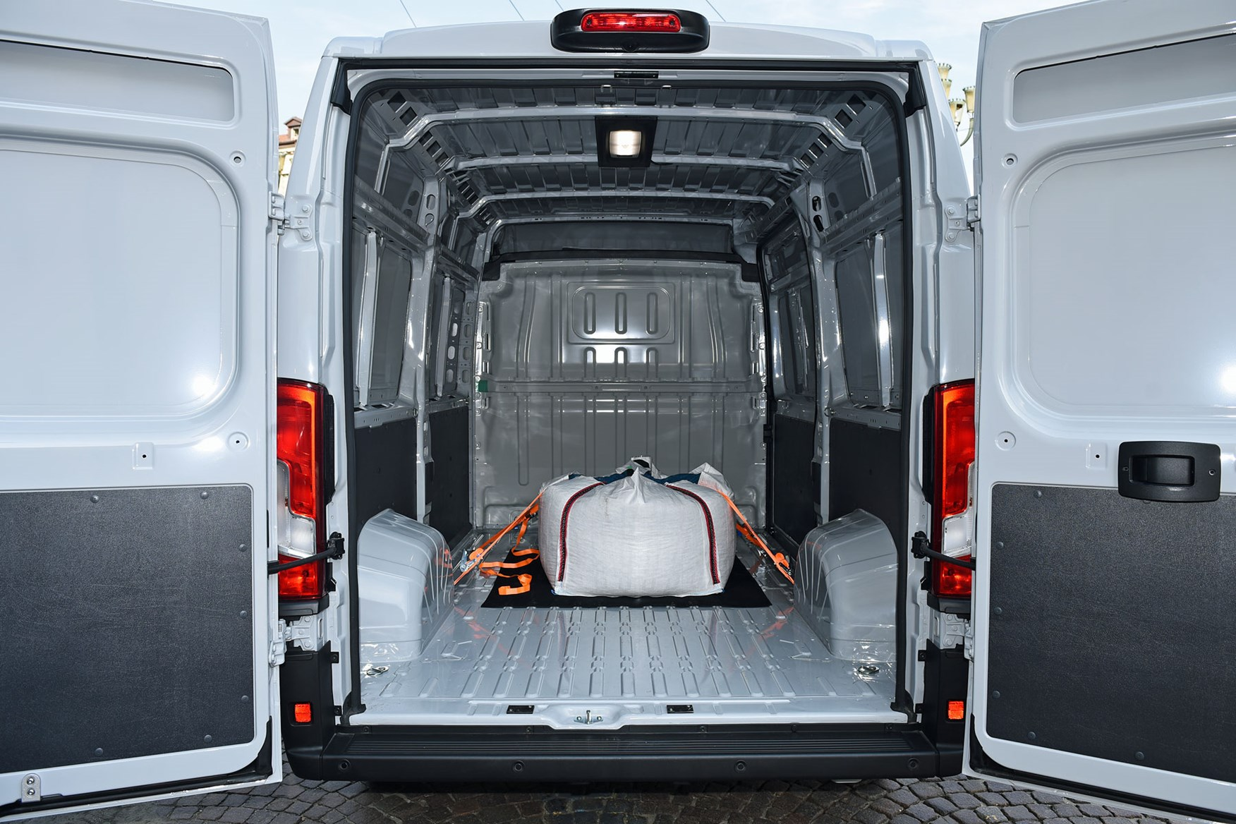 Fiat Ducato Van Dimensions 2011 On Capacity Payload Volume Towing Parkers