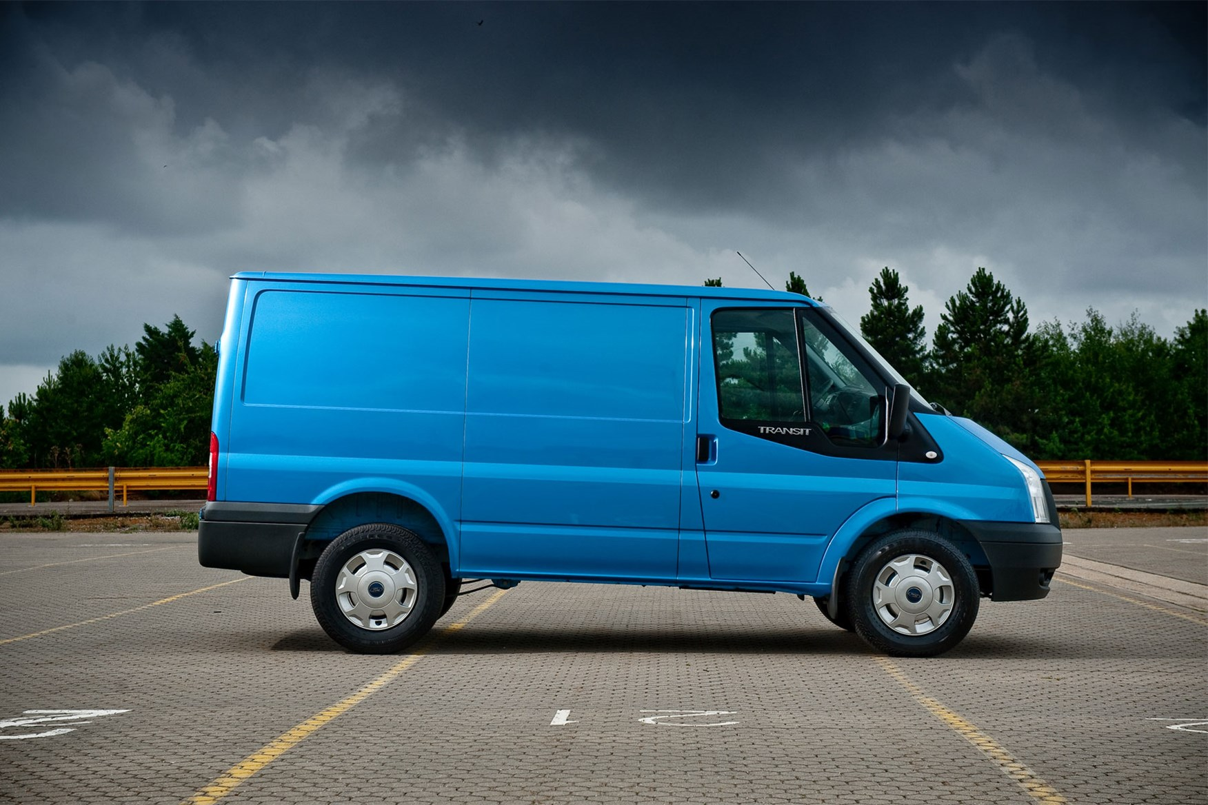 Ford Transit (2006-2014) side view
