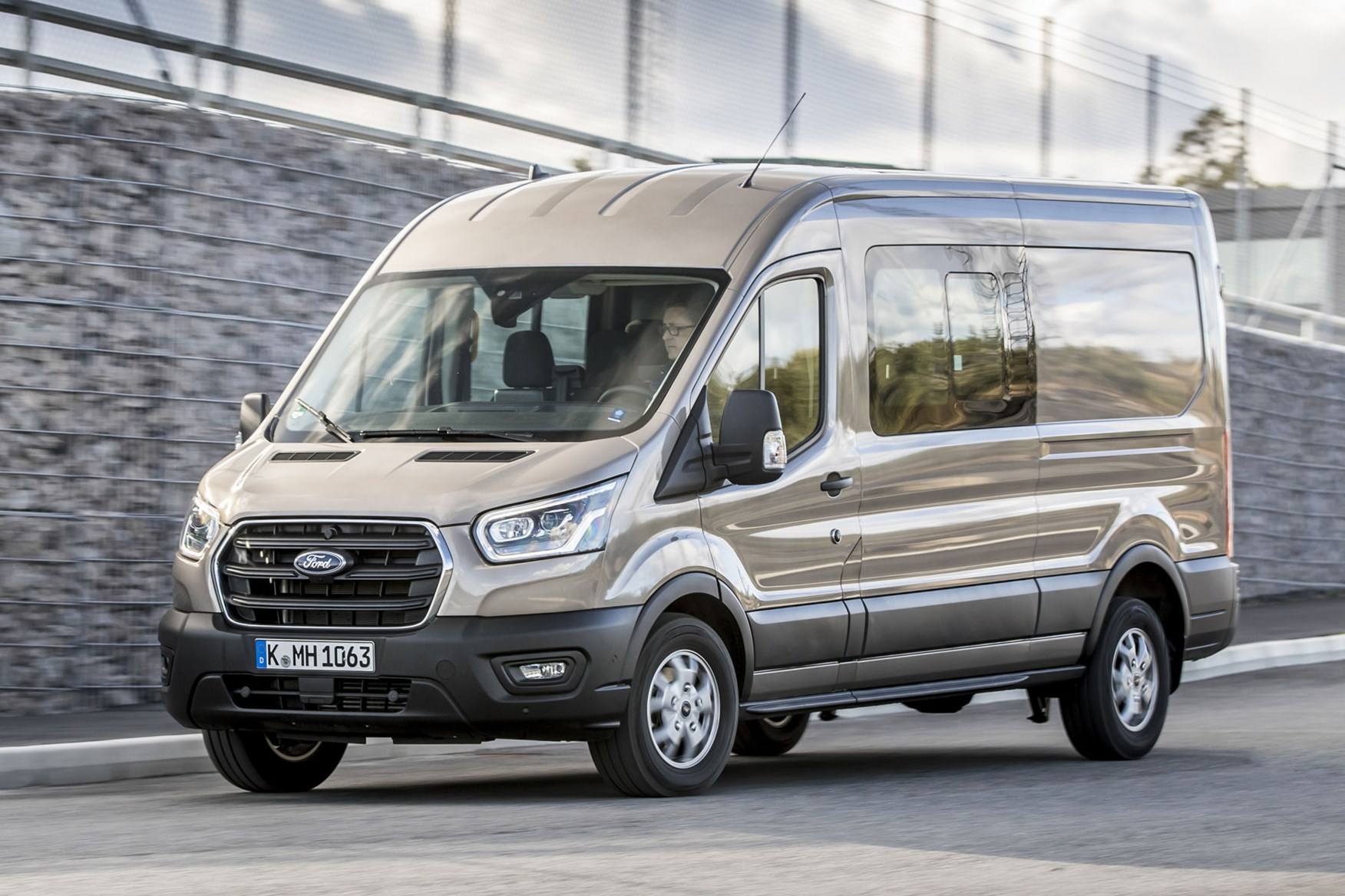 Ford Transit review - 2019 facelift model, DCiV, front view