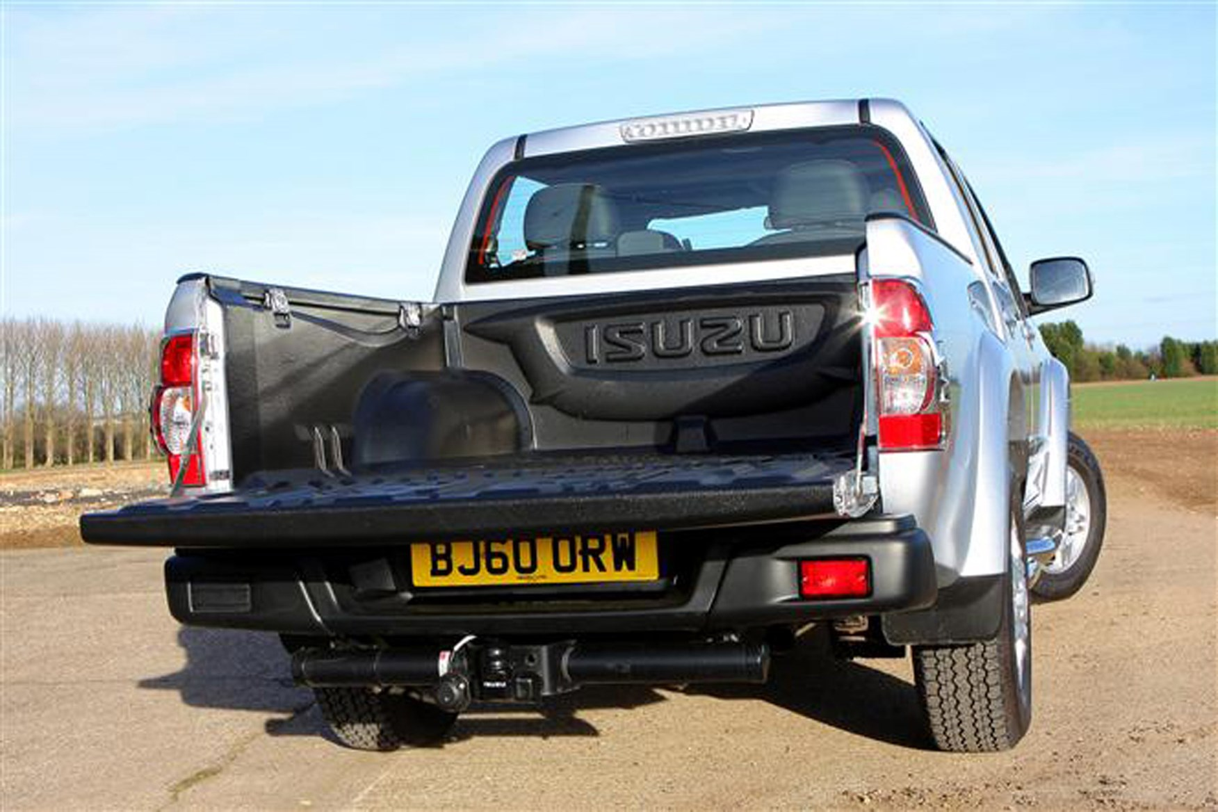 Isuzu Rodeo review on Parkers Vans - load area dimensions