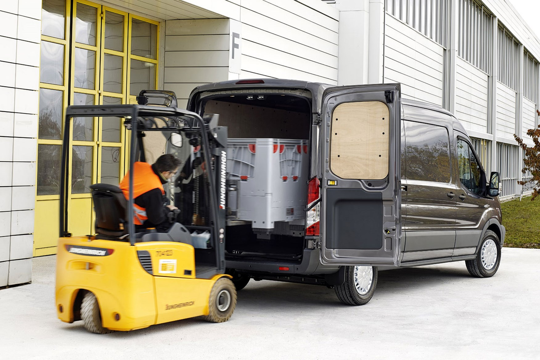 ford transit van dimensions capacity payload volume towing parkers. Black Bedroom Furniture Sets. Home Design Ideas