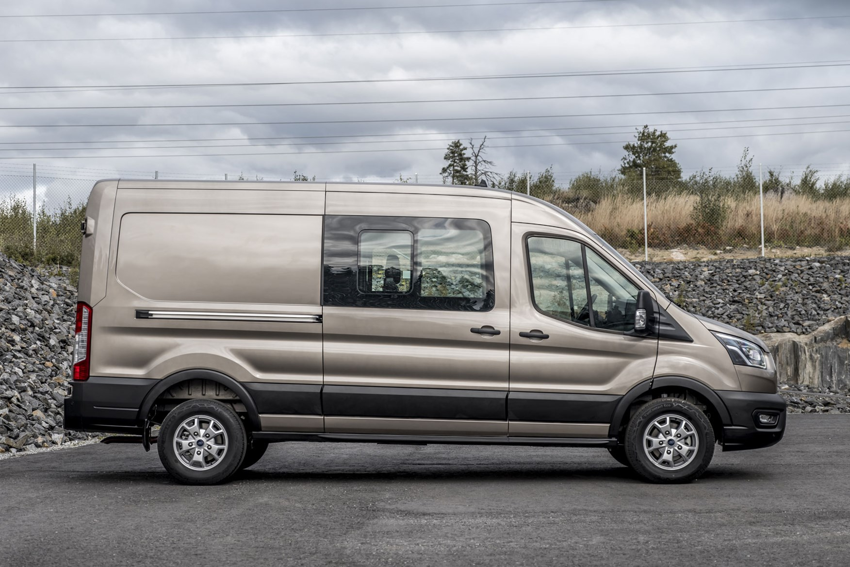 Ford Transit dimensions - 2019 facelift model, side view, DCiV