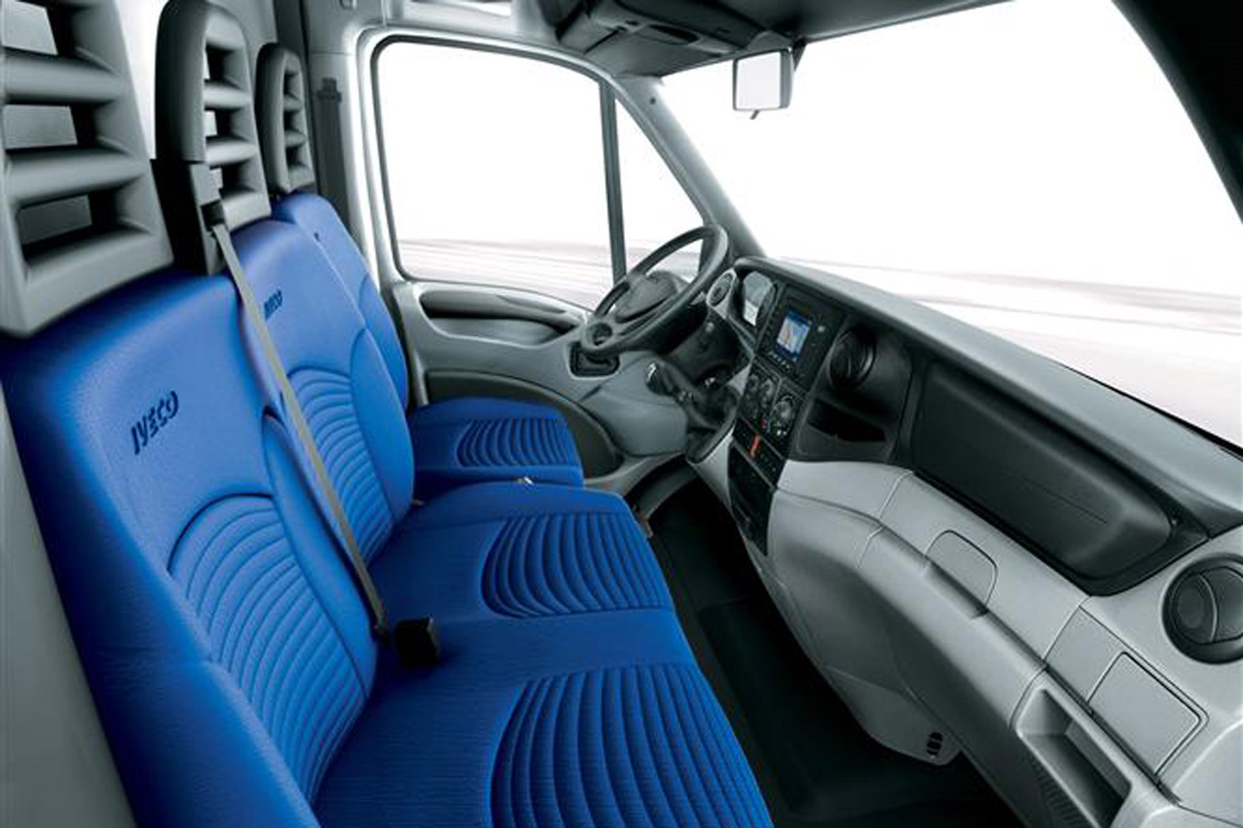 Iveco Daily 2006-2009 review on Parkers Vans - cabin, interior