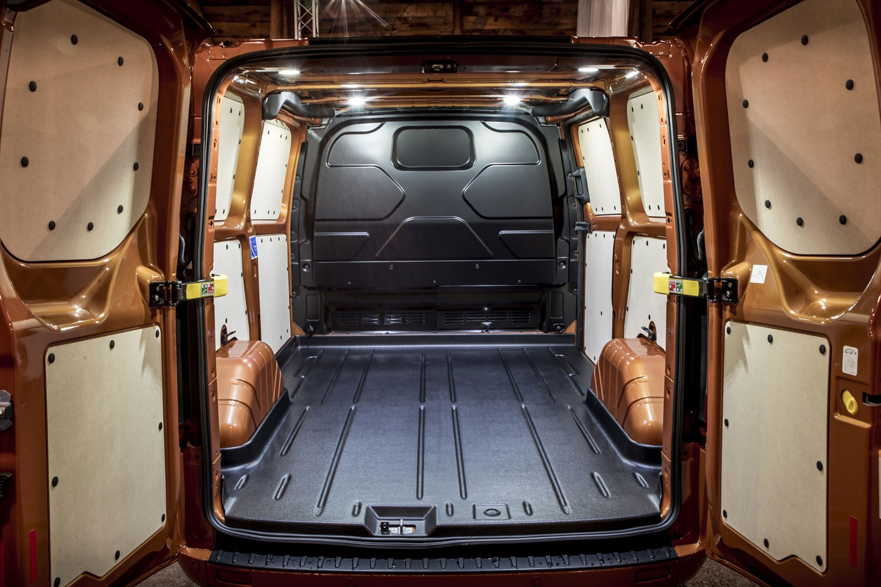 Ford Transit Custom dimensions - load area
