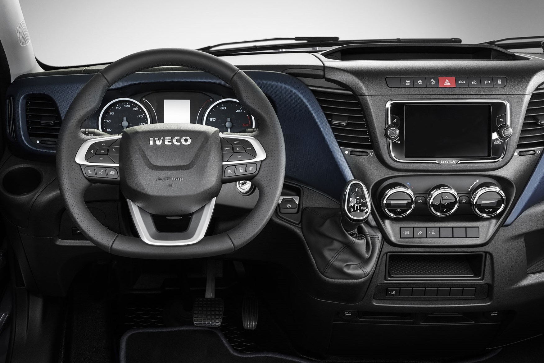 Iveco Daily 2019 cab-interior - steering wheel, instrument cluster, instruments, dials
