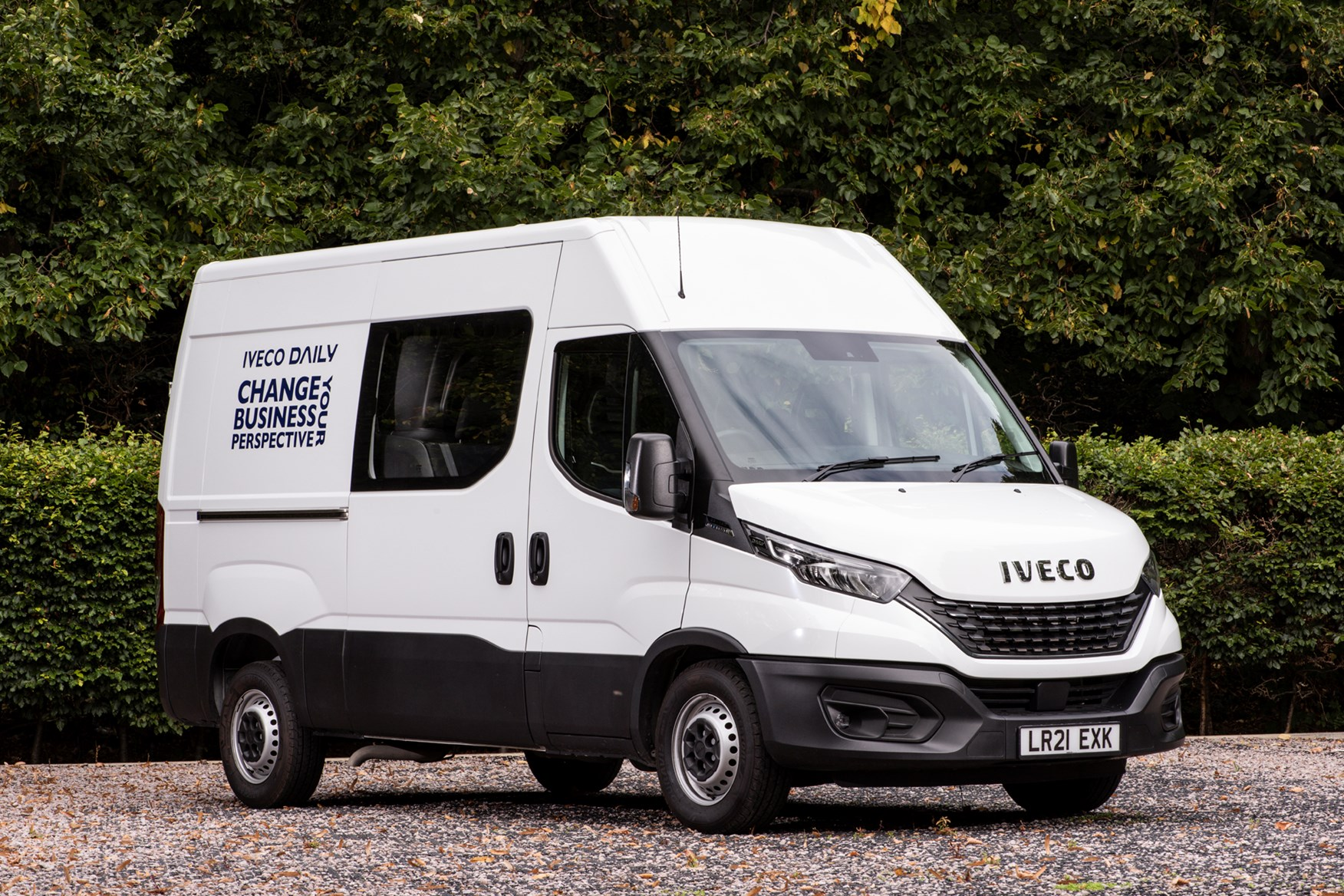2021 Iveco Daily 3.5t CrewVan front 3/4