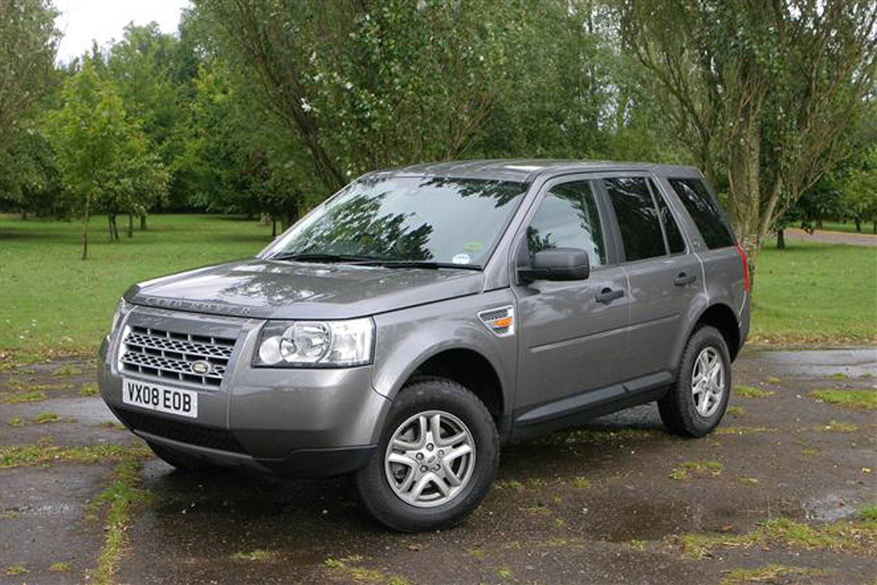 Land Rover Freelander review on Parkers Vans - exterior front
