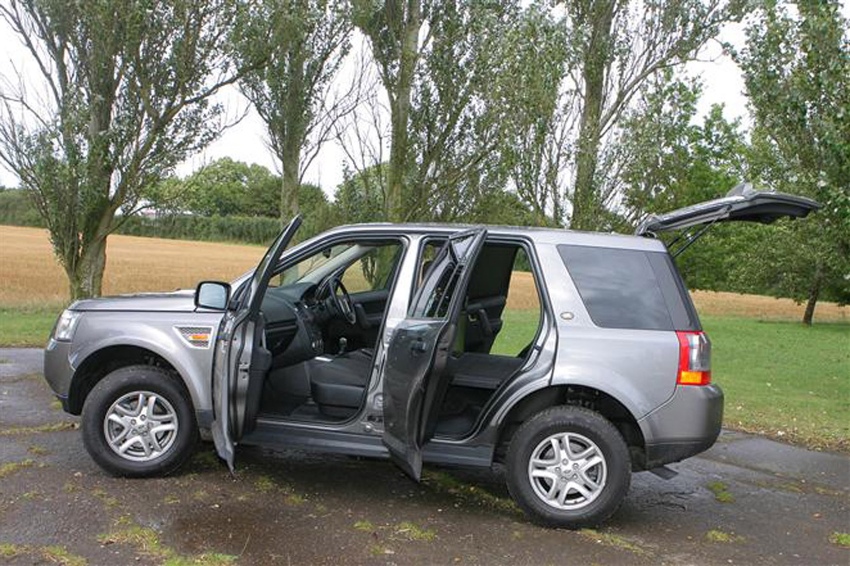 Land Rover Freelander review on Parkers Vans - load area access