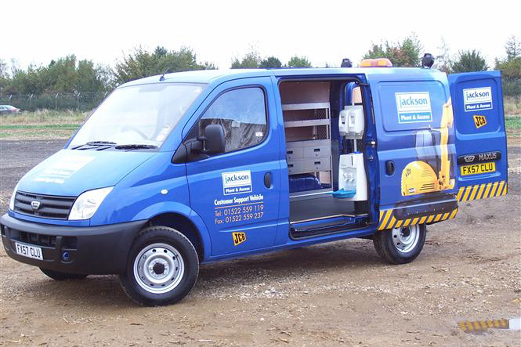 LDV Maxus review on Parkers Vans - load area access