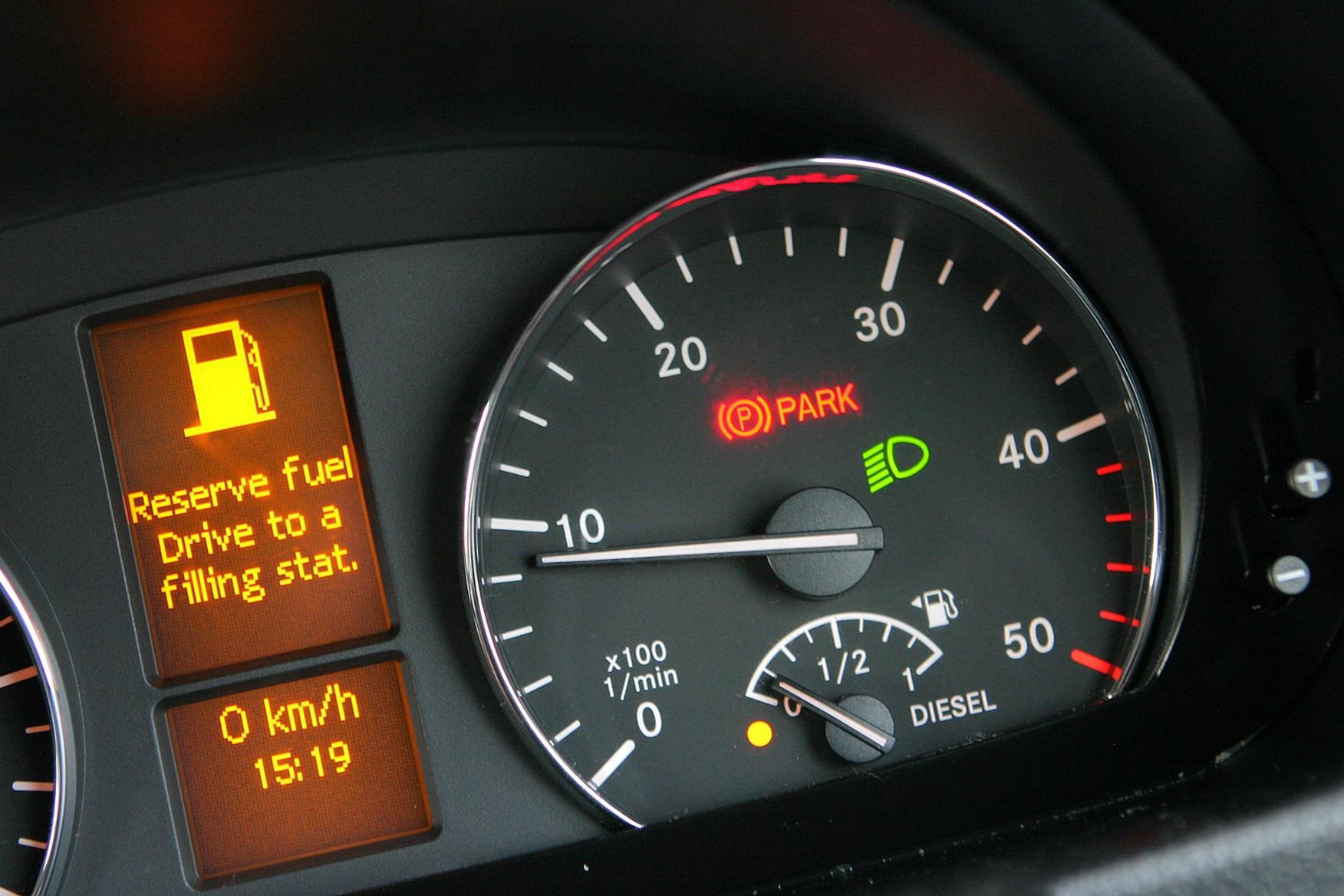 Mercedes-Benz Sprinter 2006-2013 review on Parkers Vans - dashboard detail