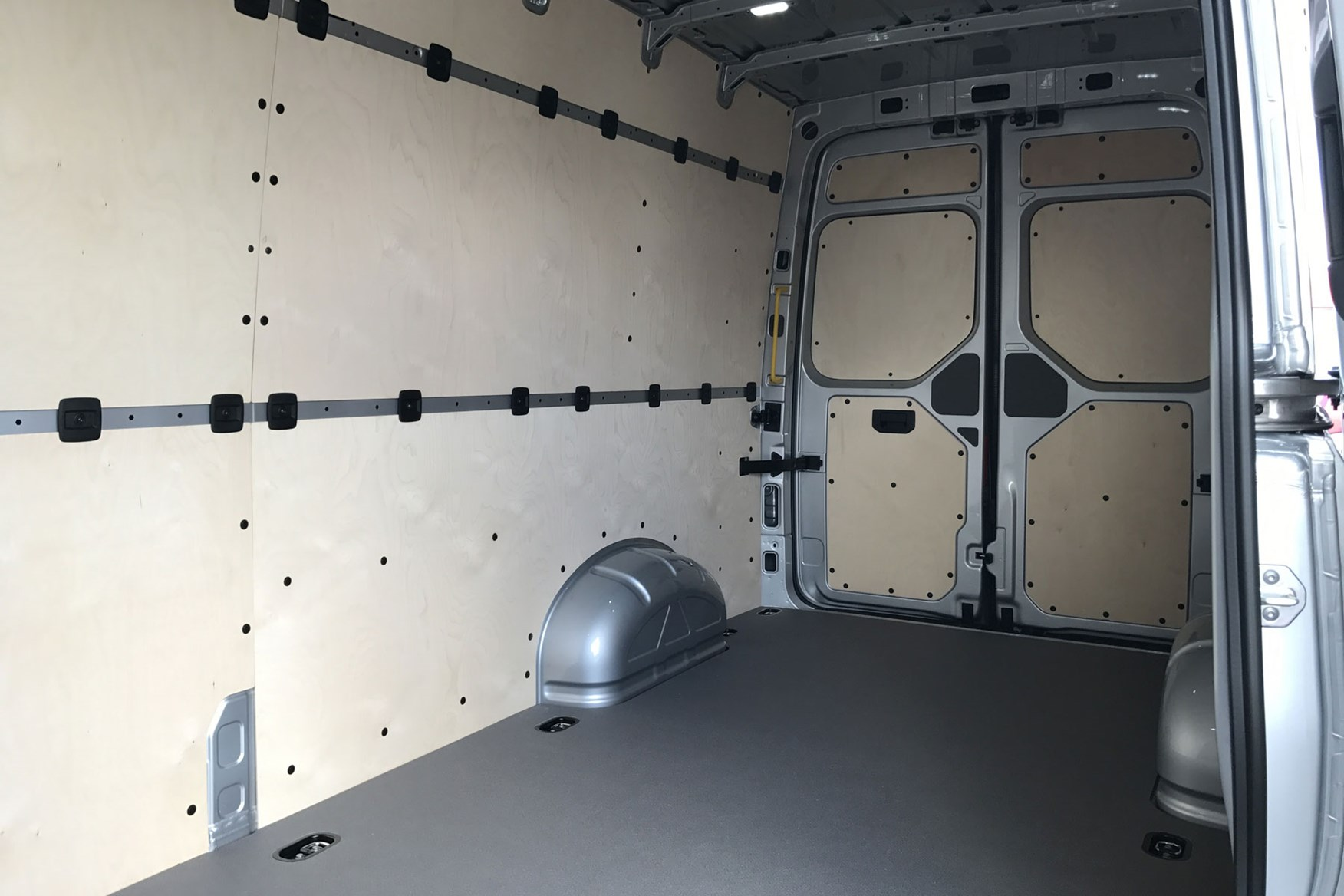 MAN TGE (2017-on), load area, lined, view from side door opening