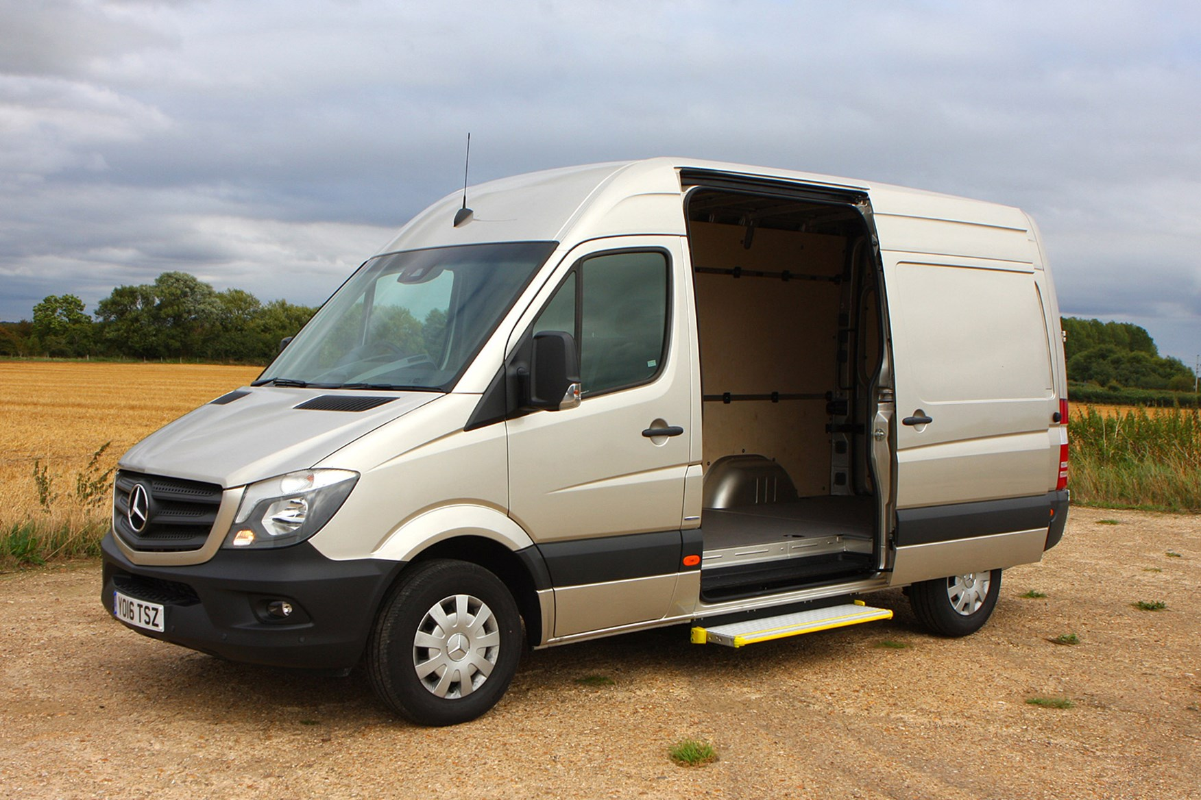 Mercedes-Benz Sprinter full review on Parkers Vans - load area