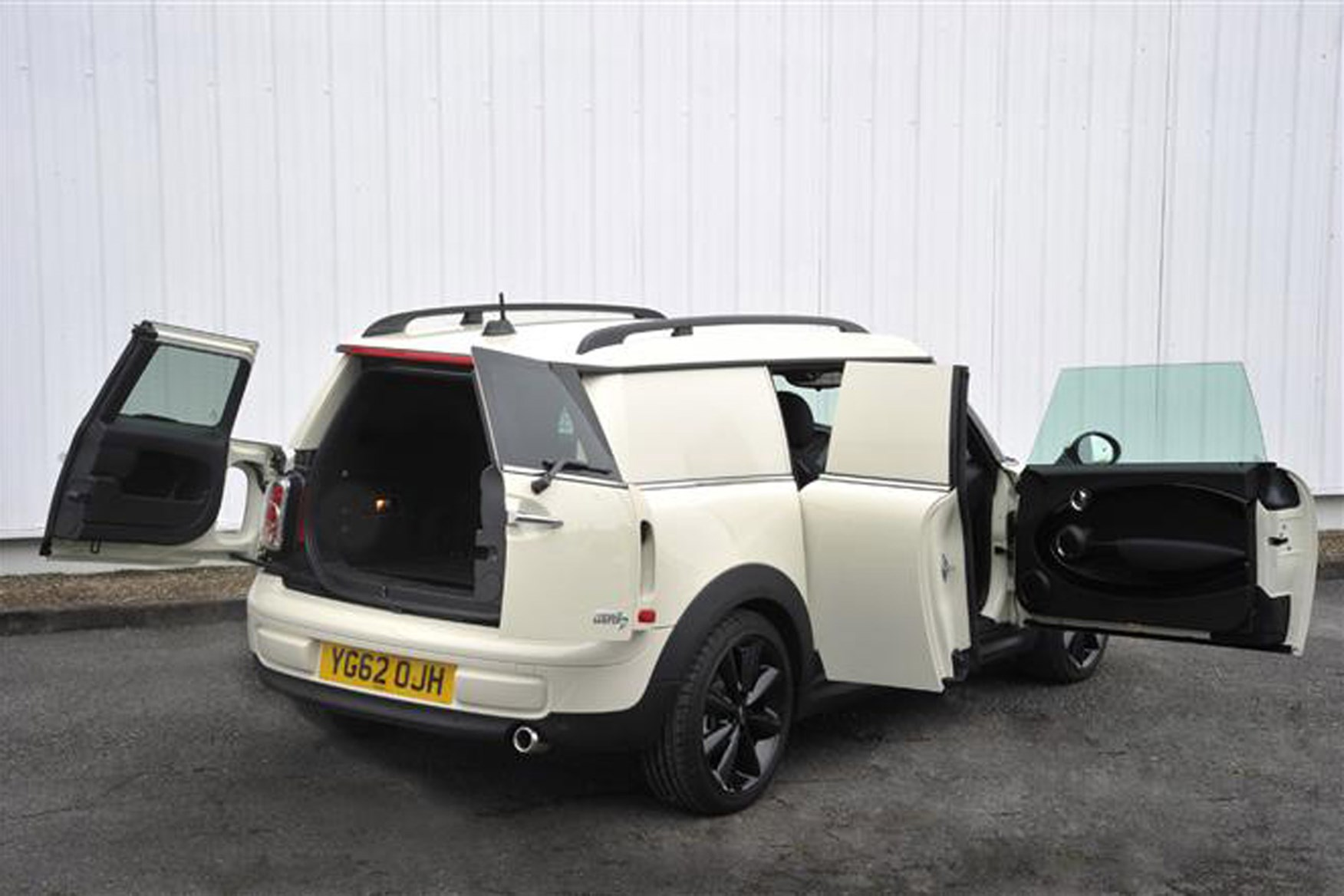 MINI Clubvan review on Parkers Vans - load area access