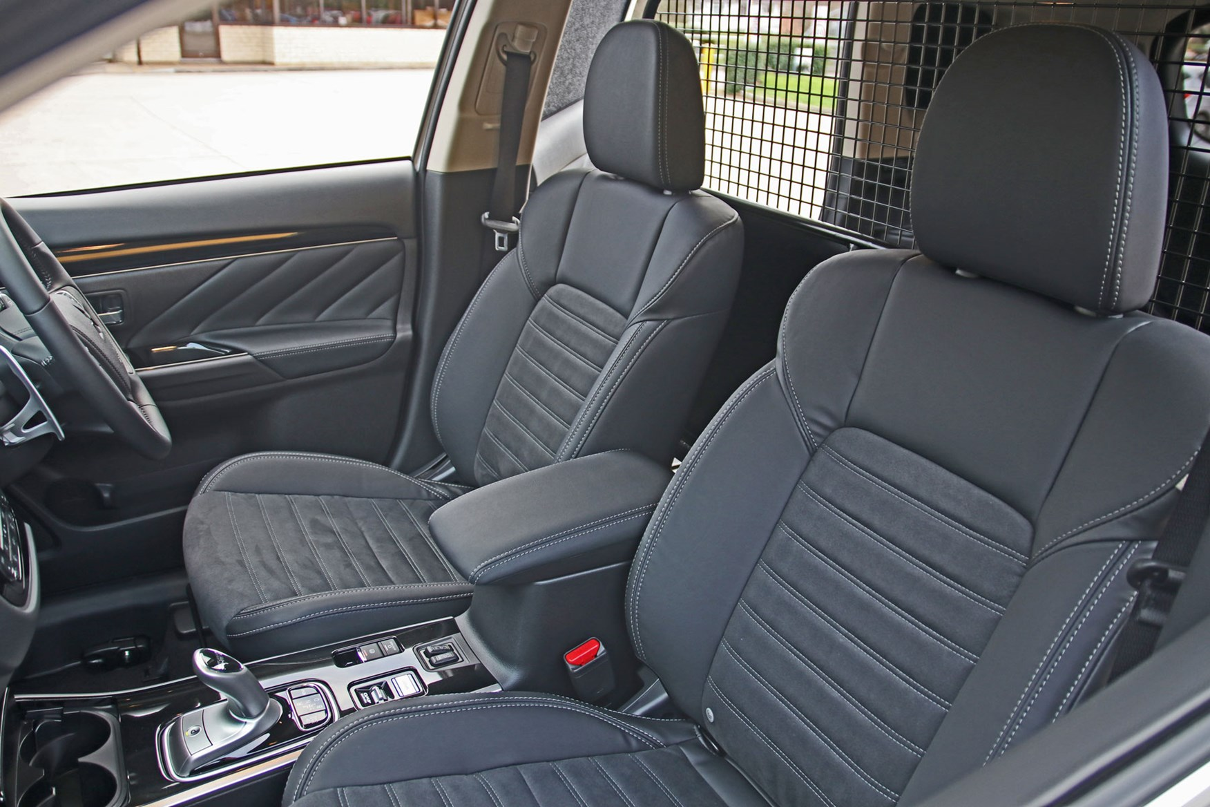 Mitsubishi Outlander Commercial 4x4 van review - seats