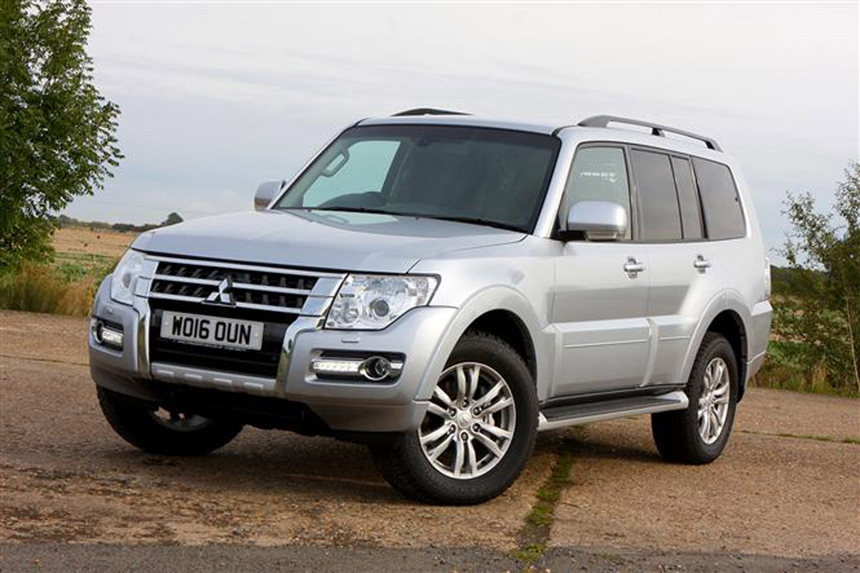 Mitsubishi Shogun review on Parkers Vans - exterior