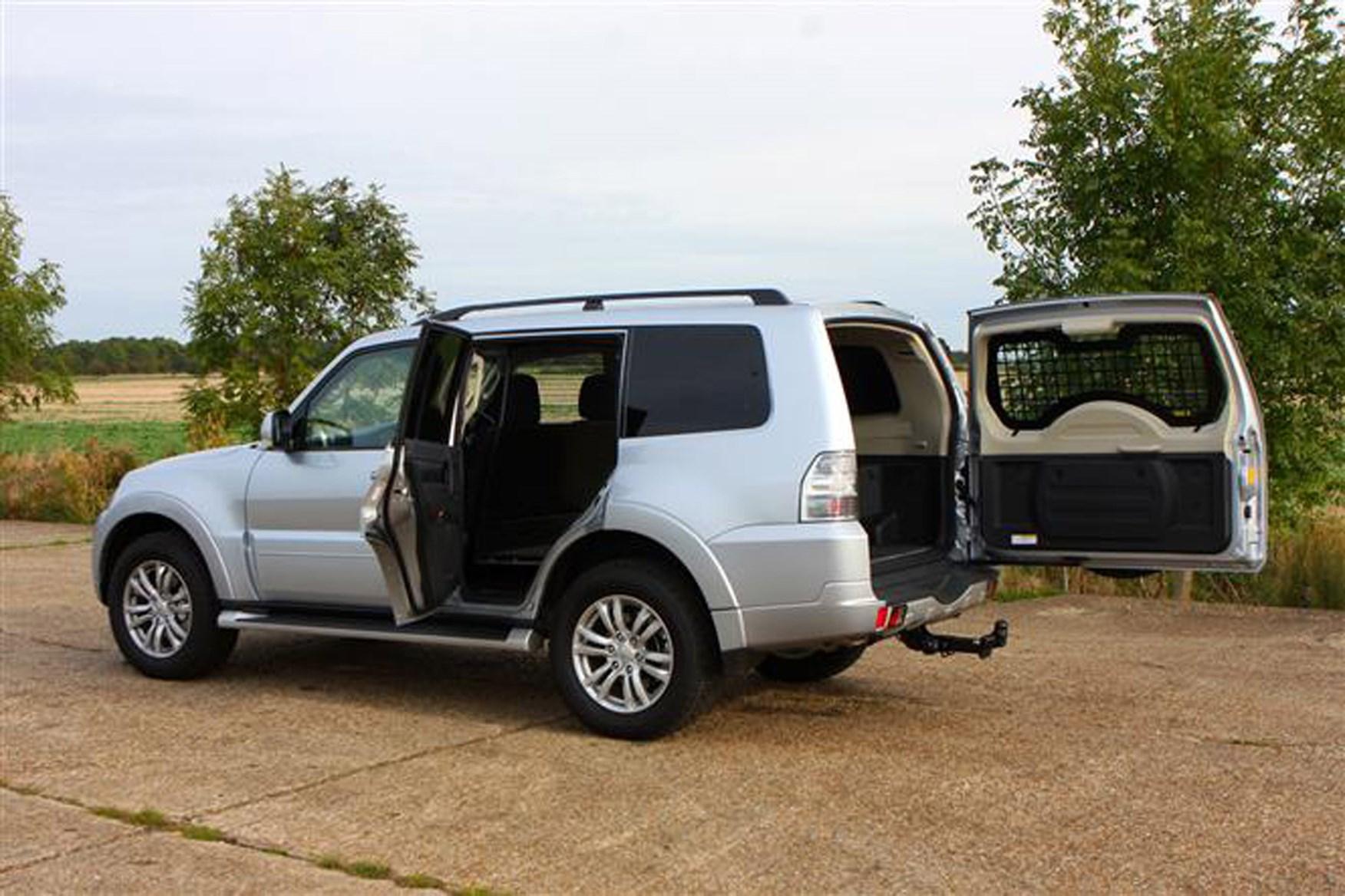 Mitsubishi Shogun review on Parkers Vans - load area acces