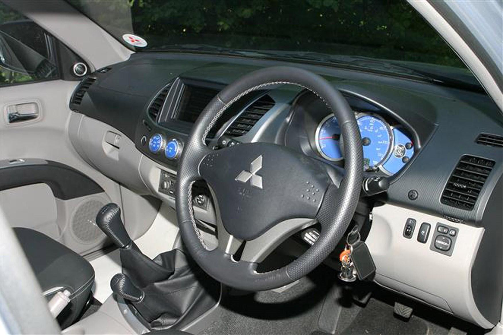Mitsubishi L200 2006-2015 review on Parkers Vans - interior