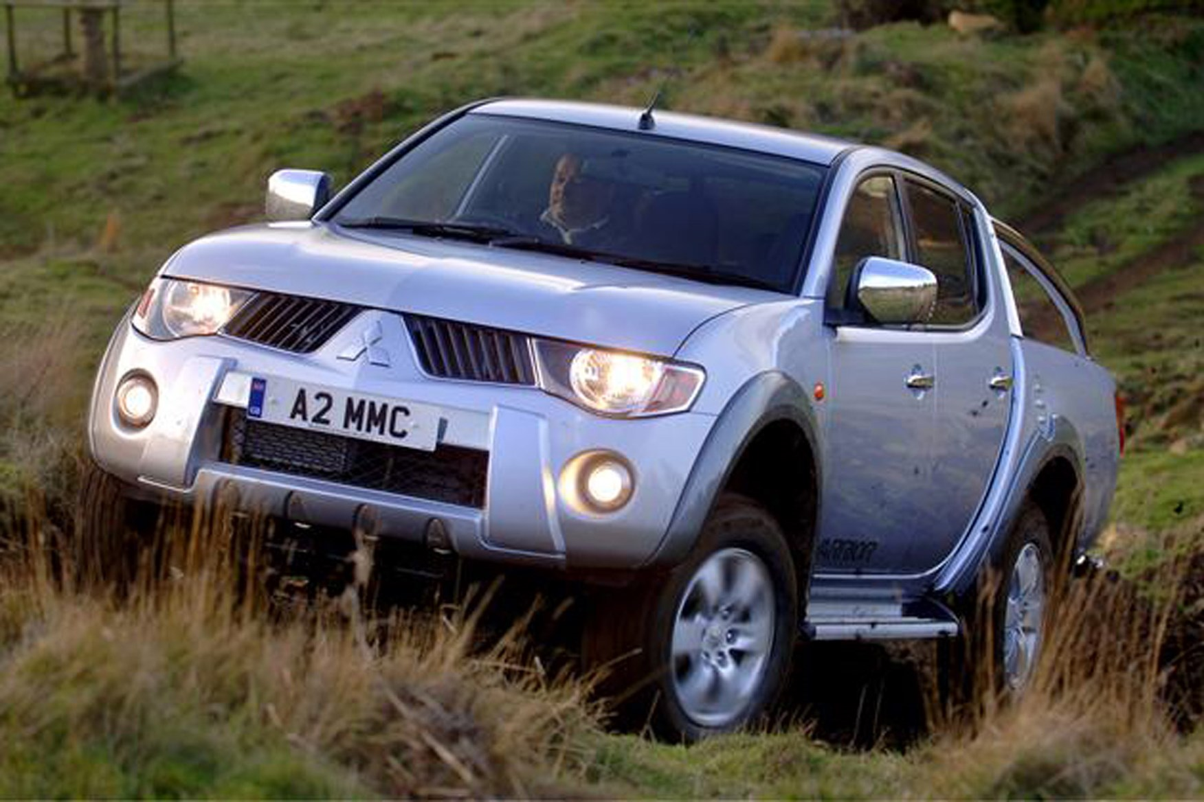 Mitsubishi L200 2006-2015 review on Parkers Vans - off road capabilities