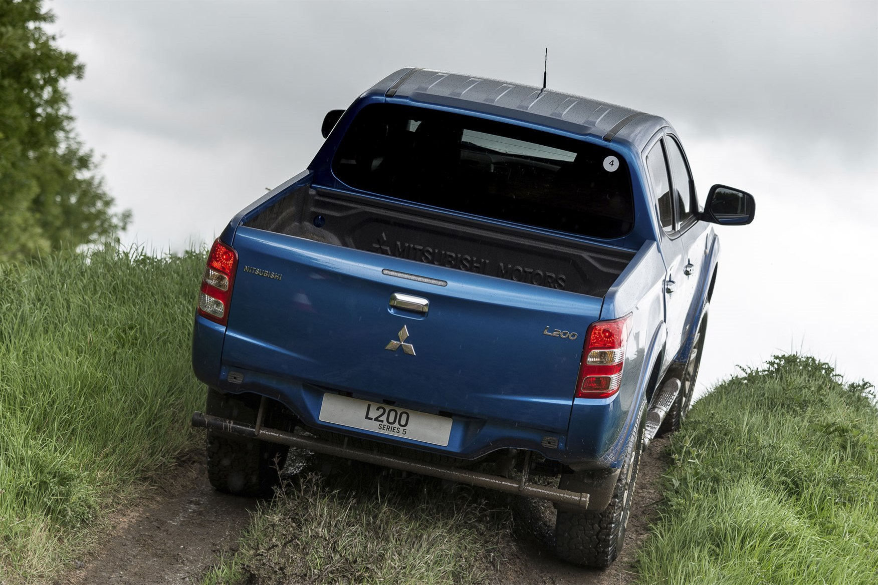 Mitsubishi L200 review, blue, driving off road, rear view