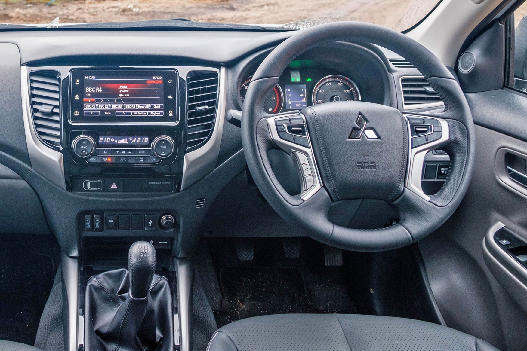 Mitsubishi L200, dashboard, cab interior, SDA multimedia infotainment system