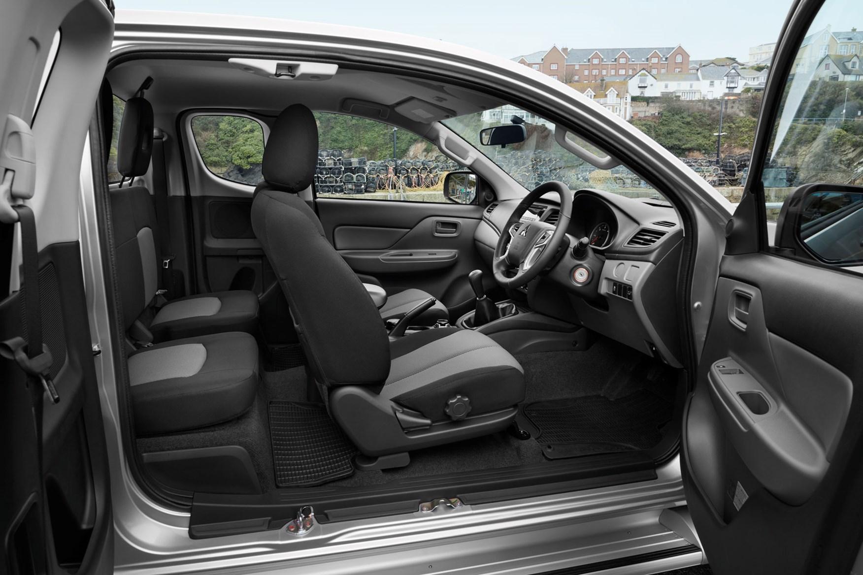 Mitsubishi L200 review, Club Cab doors and rear seats access