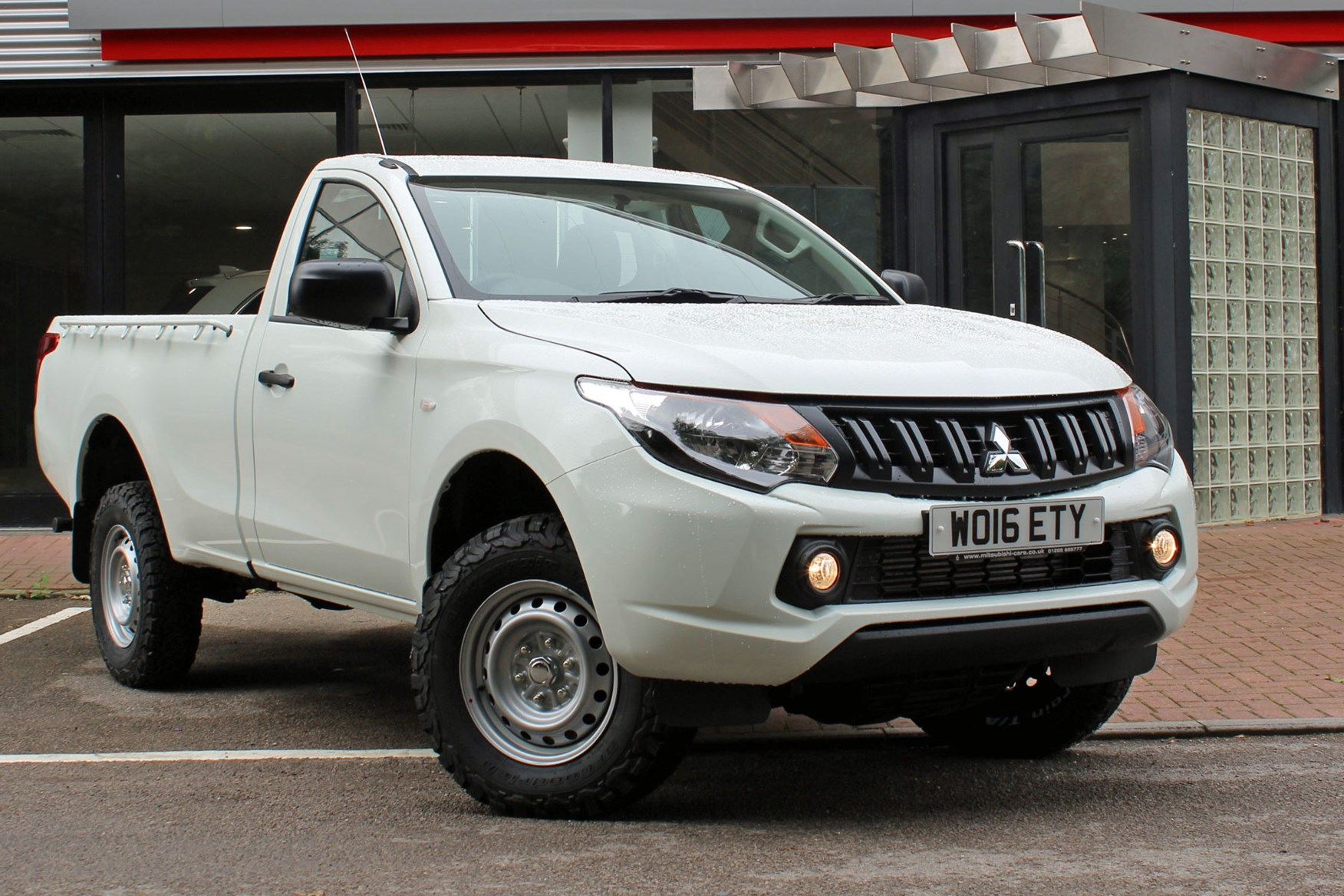 Mitsubishi L200 4Life Single Cab review - front view, white