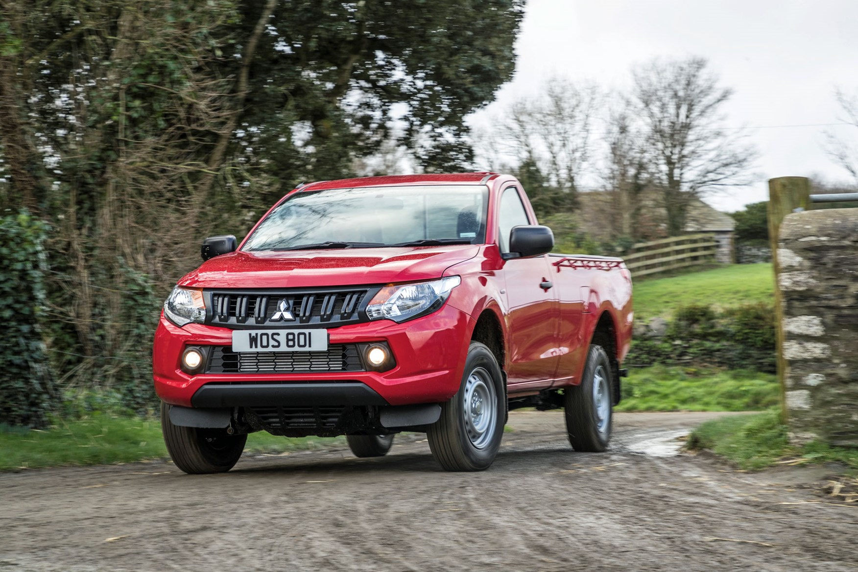 Mitsubishi L200 review, Single Cab, red, front view