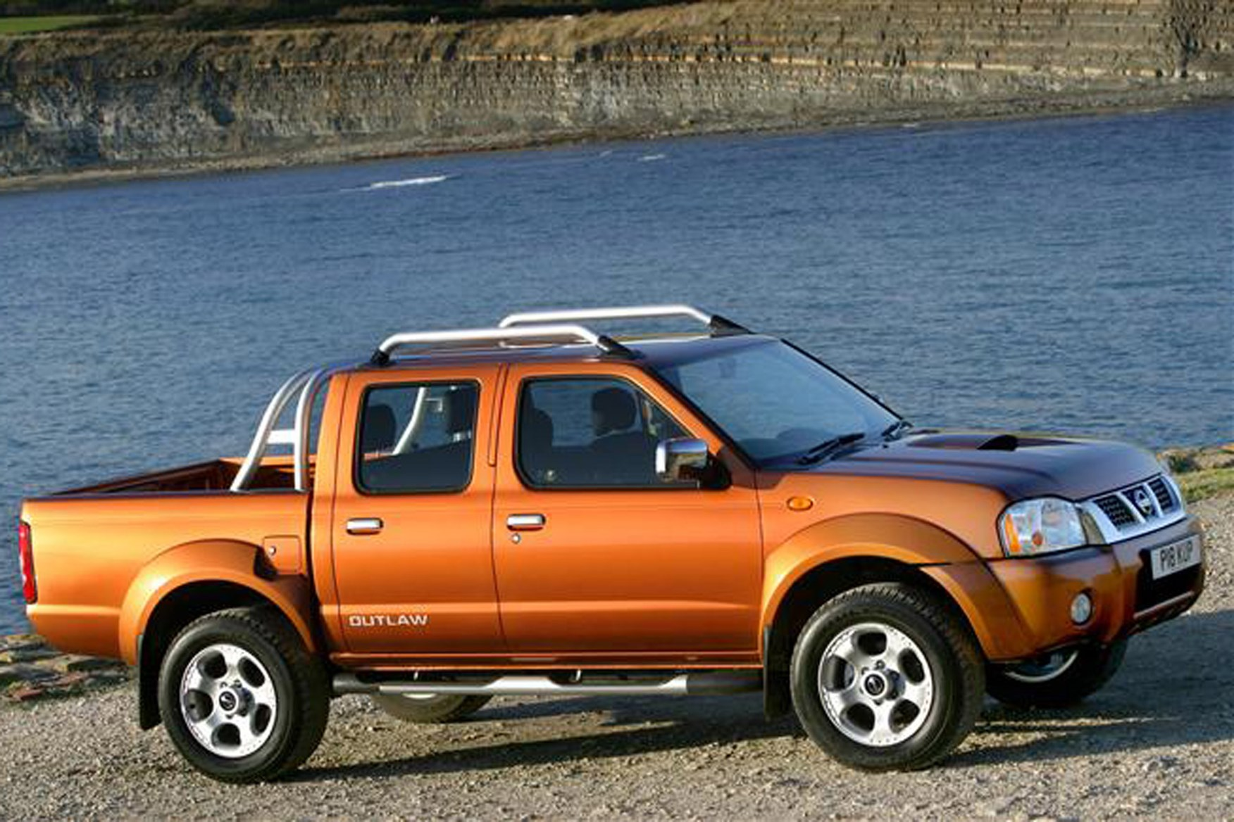 nissan pick up navara pickup review 2001 2005 parkers. Black Bedroom Furniture Sets. Home Design Ideas