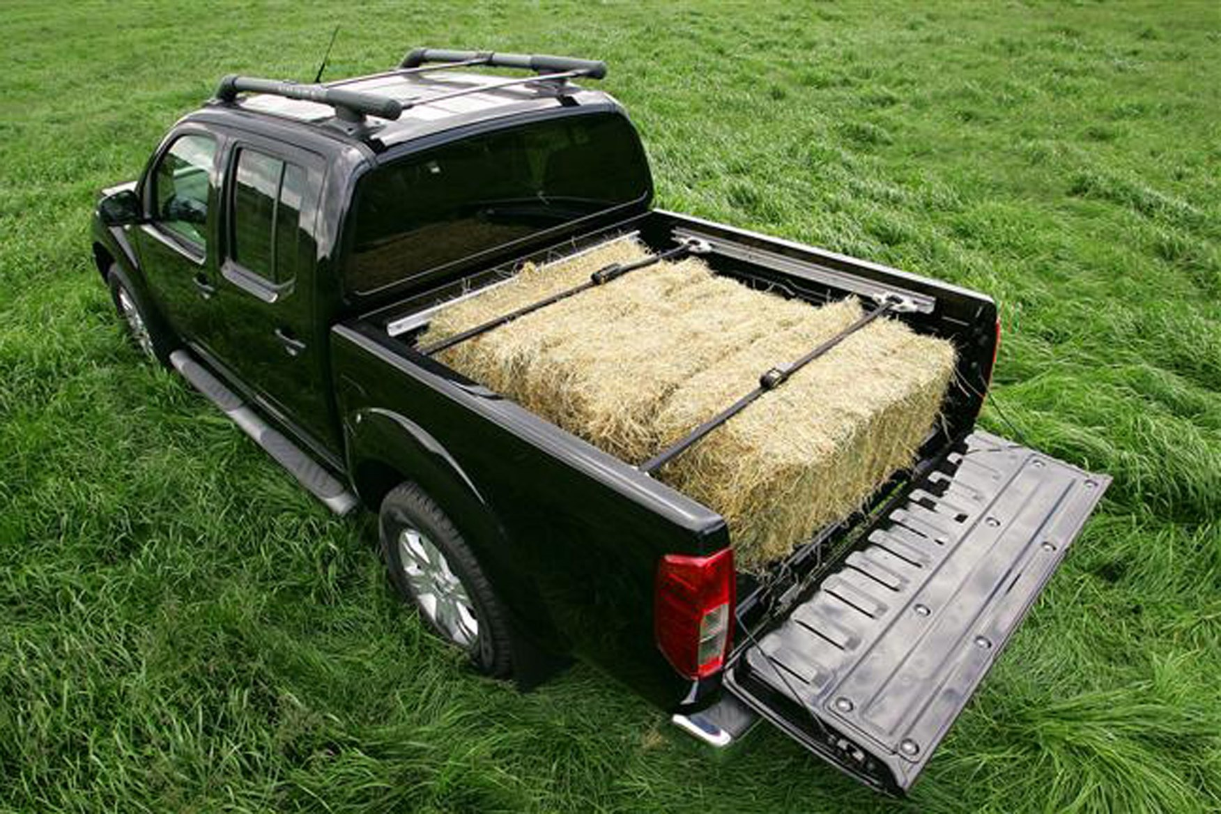 Nissan Navara 2005-2015 review on Parkers Vans - load area and payload