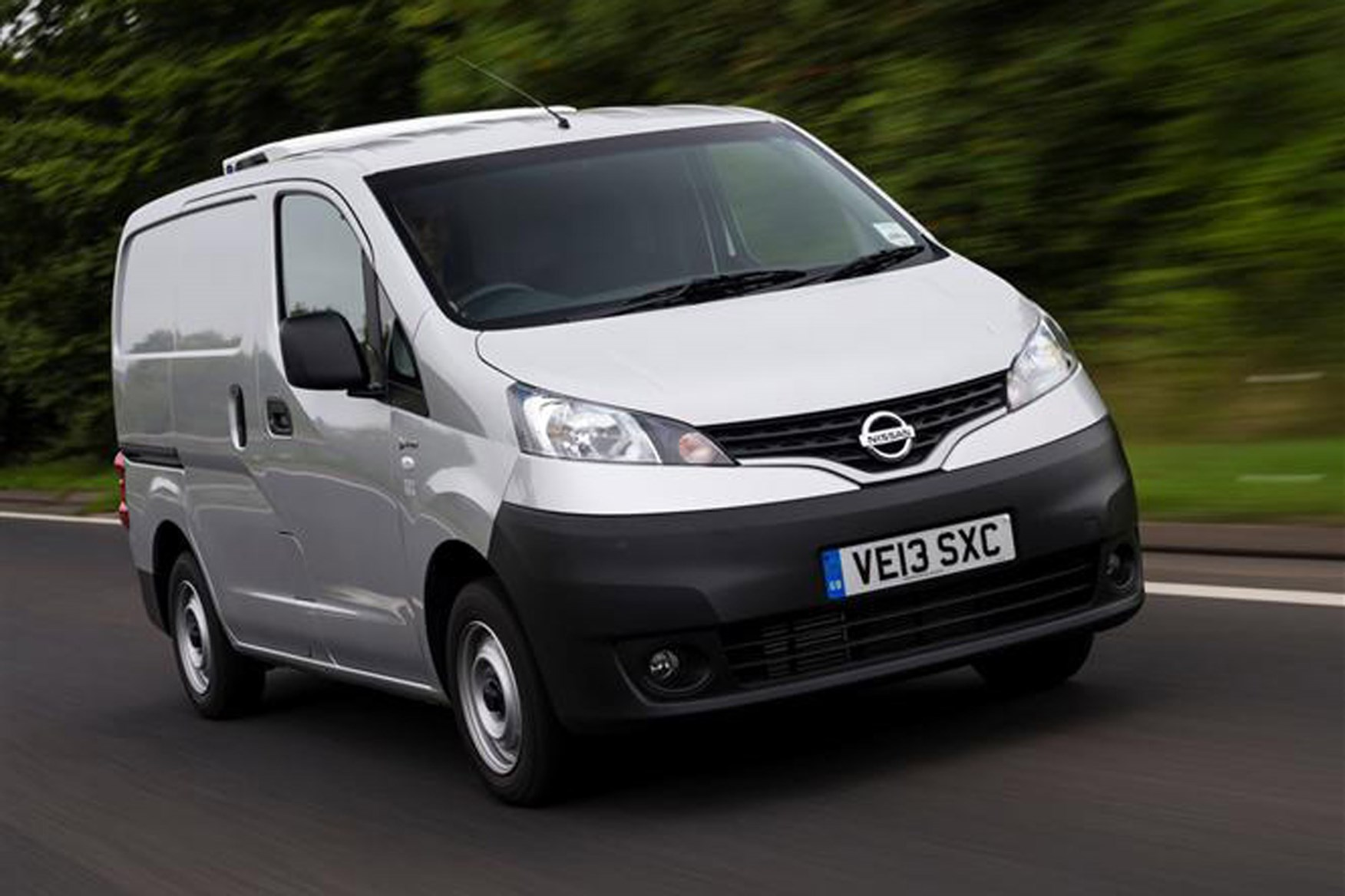 Nissan NV200 full review on Parkers Vans - exterior