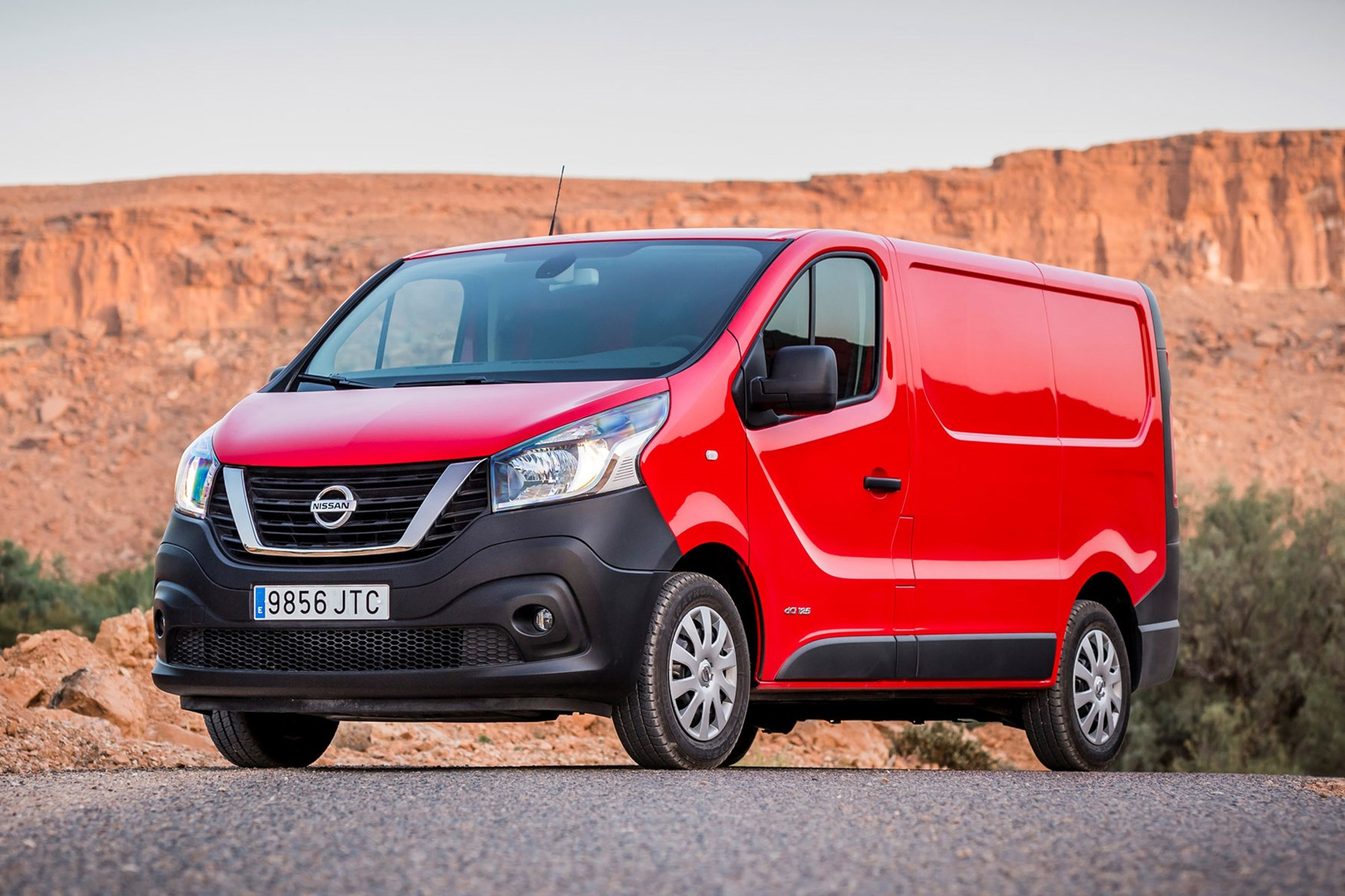 Nissan NV300 - red, front view, Morocco, 2016